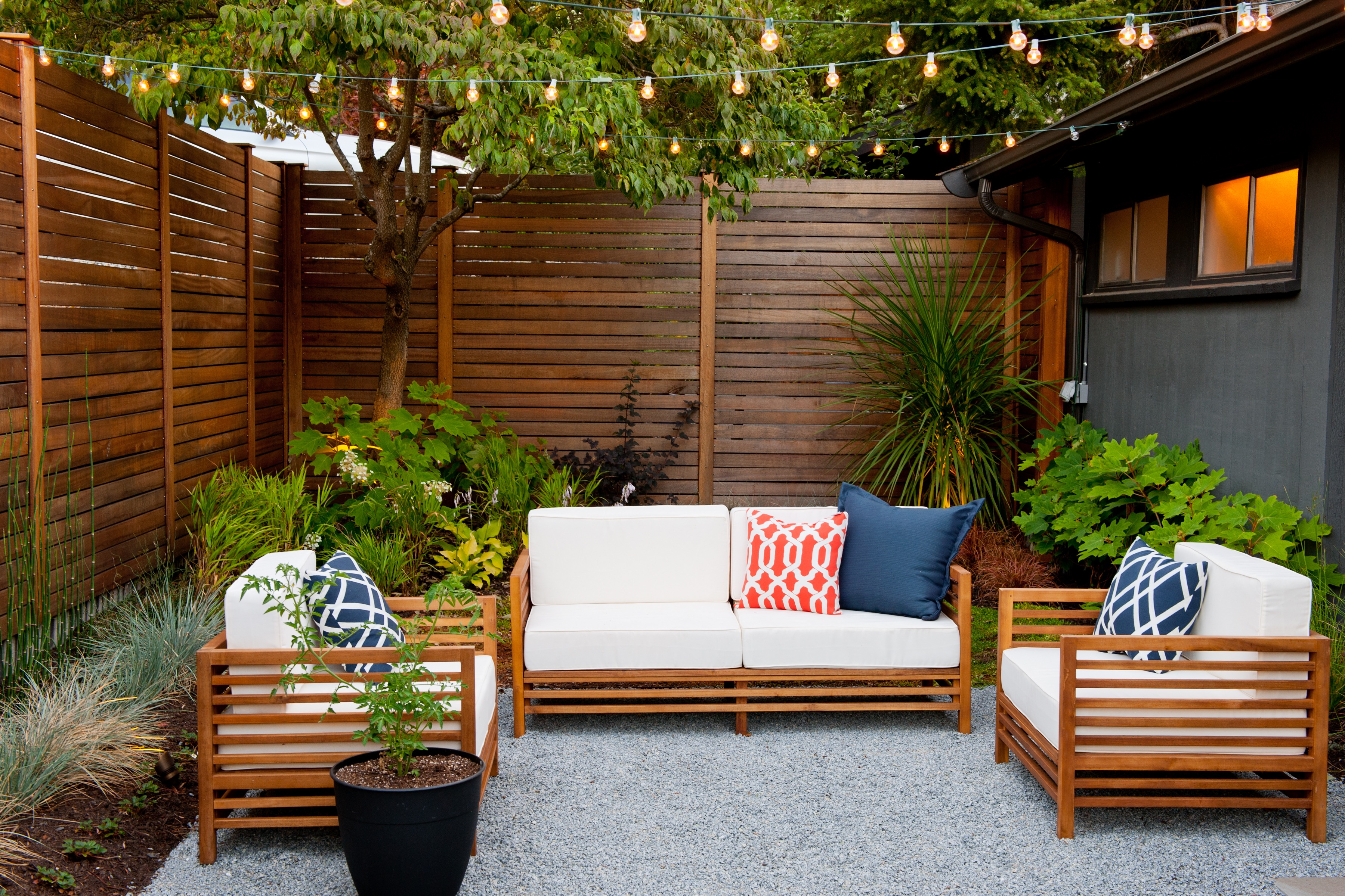 Cozy Minimalist Furniture For Outdoor Seating Area (Image 4 of 15)