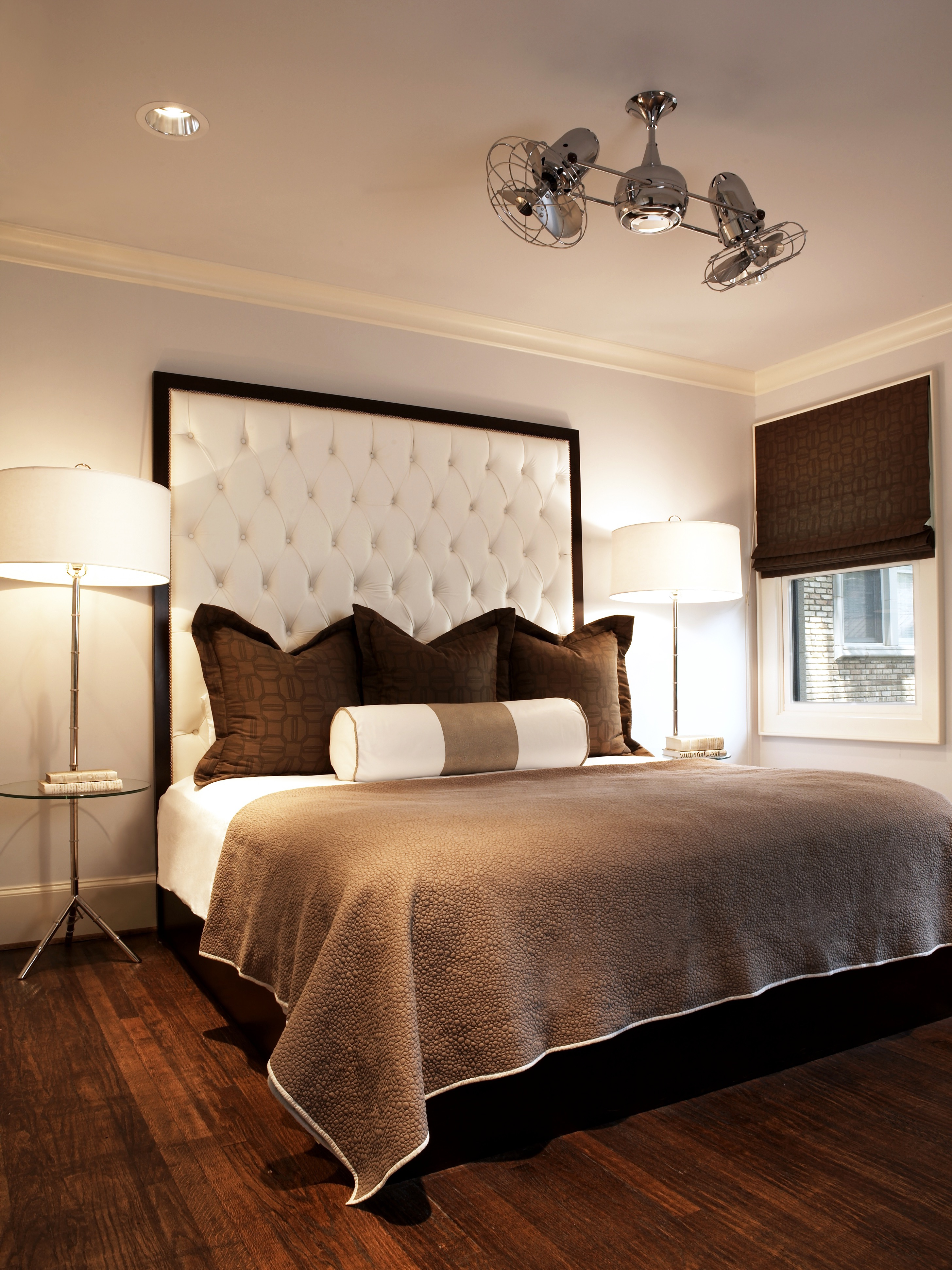 Elegance Hotel Like Bedroom With Ceiling Fans (Image 11 of 25)