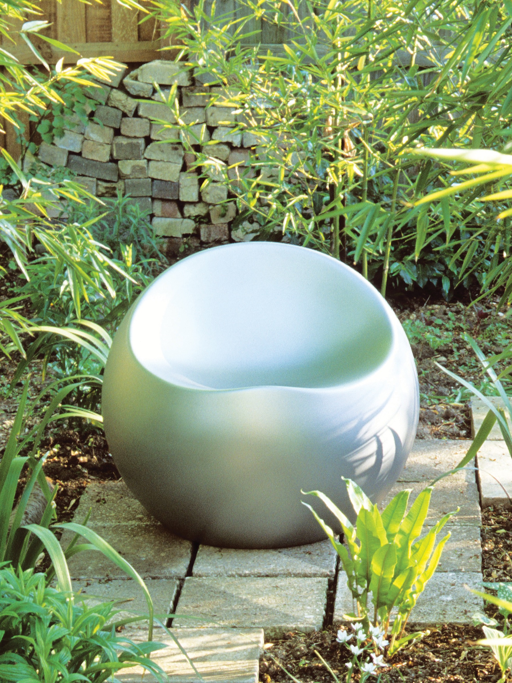 Minimalist Metallic Round Bench Seat Garden Furniture (Image 8 of 15)