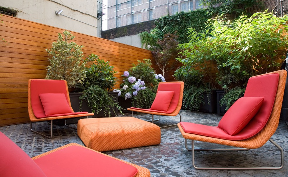 Minimalist Garden Chairs And Table In Stylish Design (Image 7 of 15)