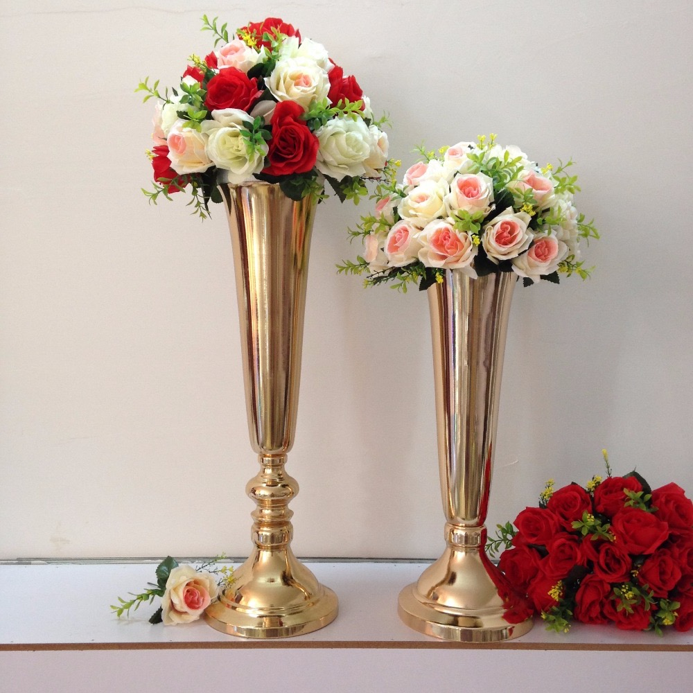 Tall Metal Vases And Rose Flowers For Wedding Centerpieces (View 3 of 30)