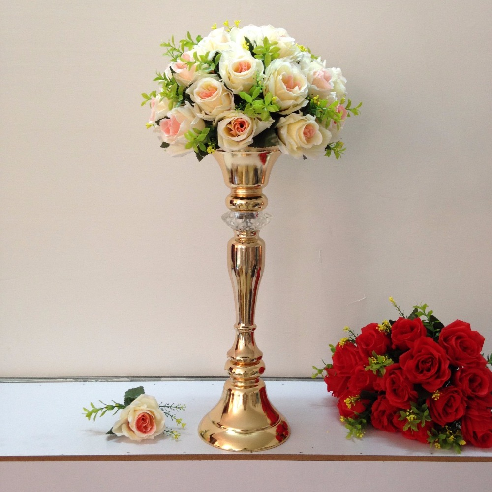 Tall Plastic Vases And Rose Flowers For Wedding Centerpieces (Image 23 of 30)