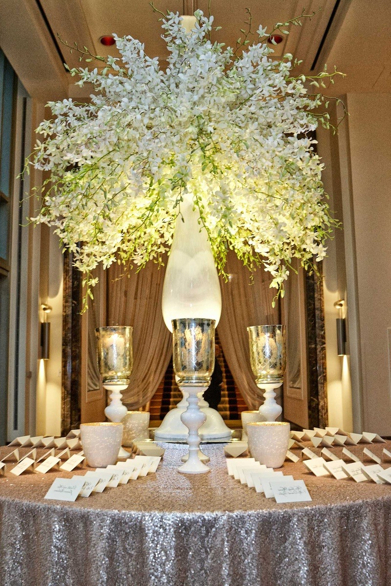 Very Tall Marble Vase And Flowers Centerpiece For Luxury Wedding Decor (View 13 of 30)