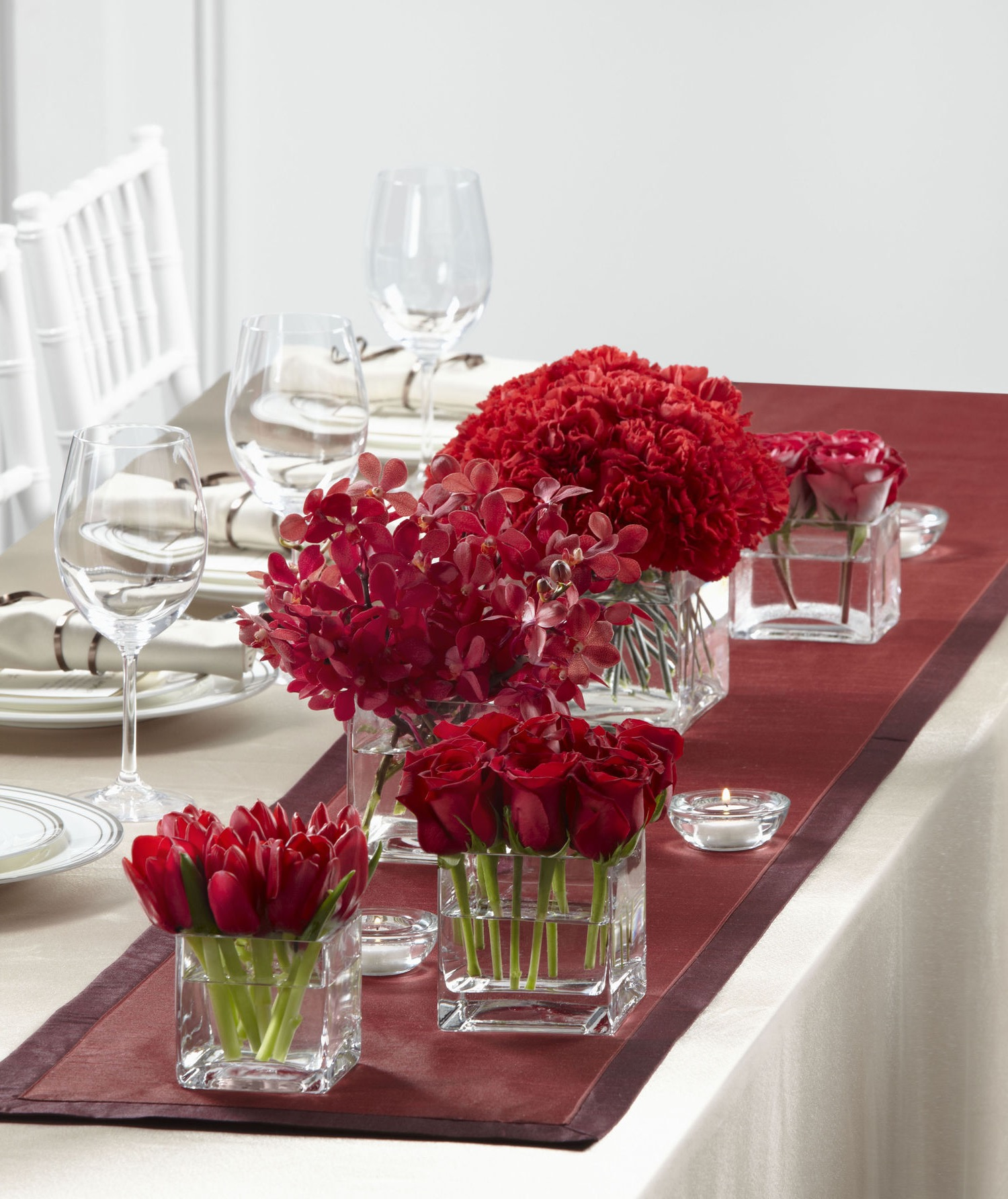 Wedding Table Decoration With Red Flowers Centerpieces (Image 15 of 15)