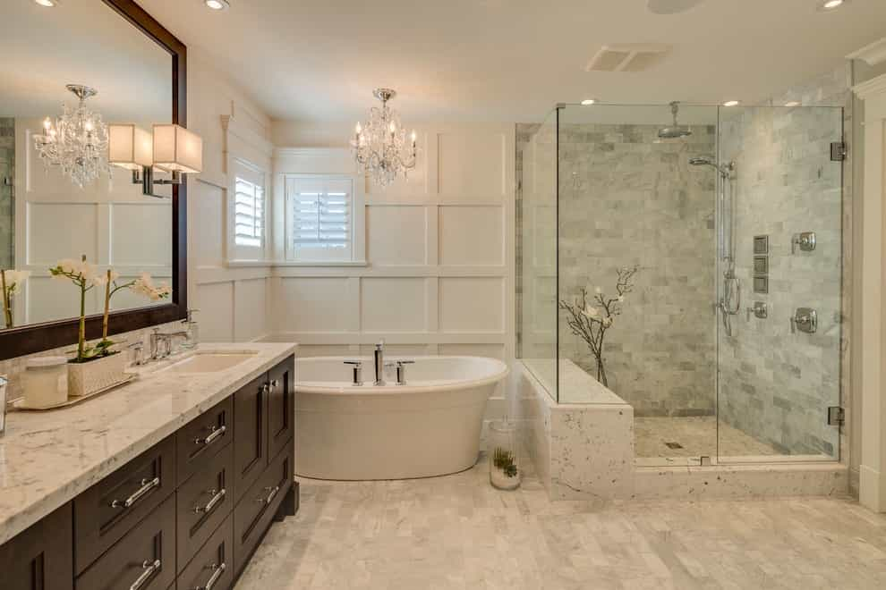 2017 Deluxe Classic Style Bathroom With Framed Mirror, Luxurious Crystal Chandelier And Potlight (View 28 of 29)