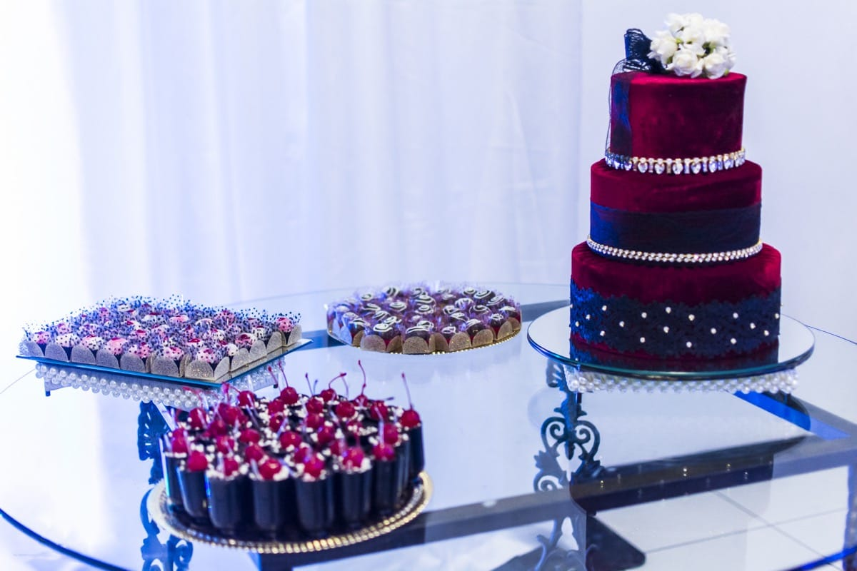 Artistic Modern Wedding Cake (Image 1 of 5)