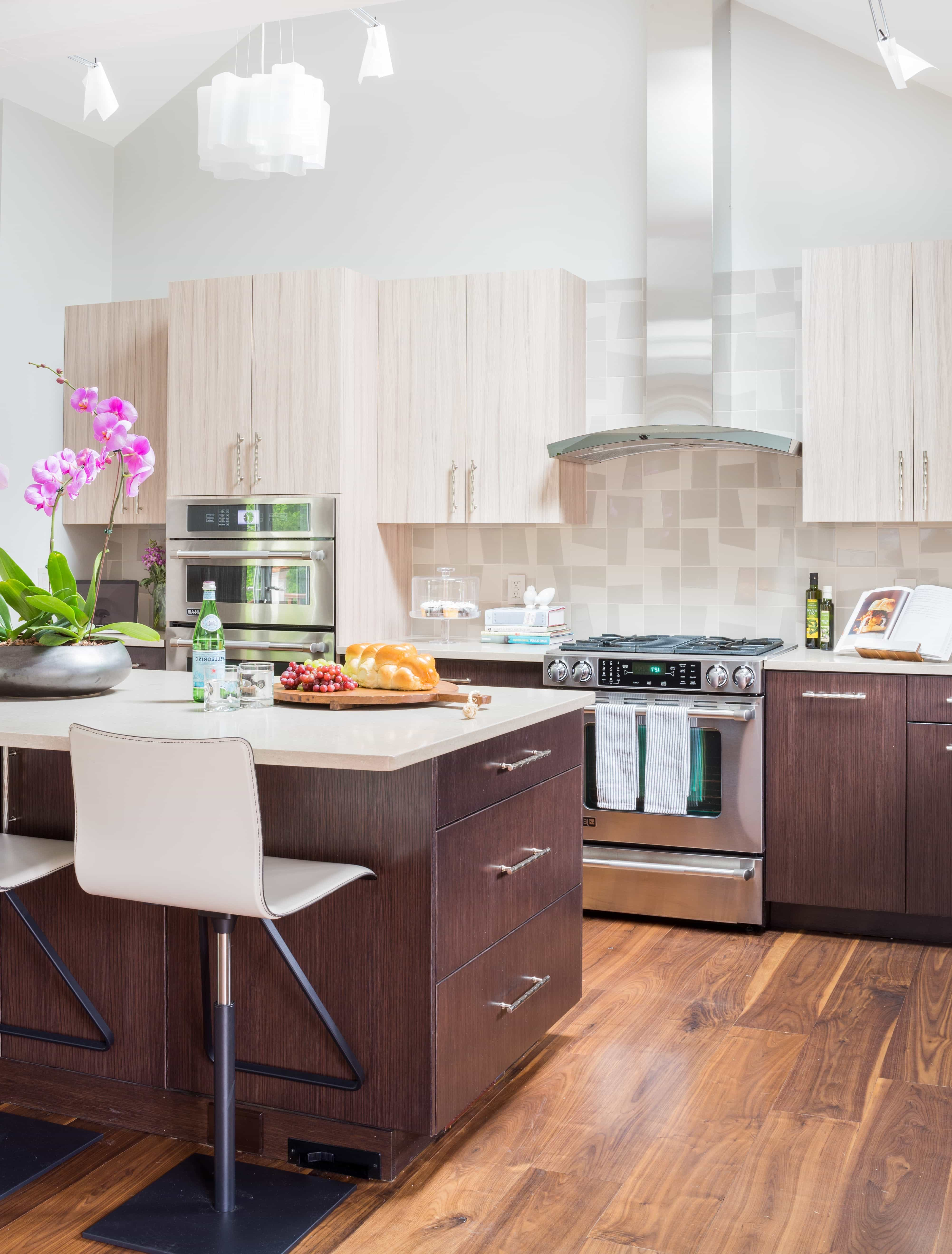 Attractive Midcentury Modern Kitchen With Two Toned Cabinets (Image 5 of 26)