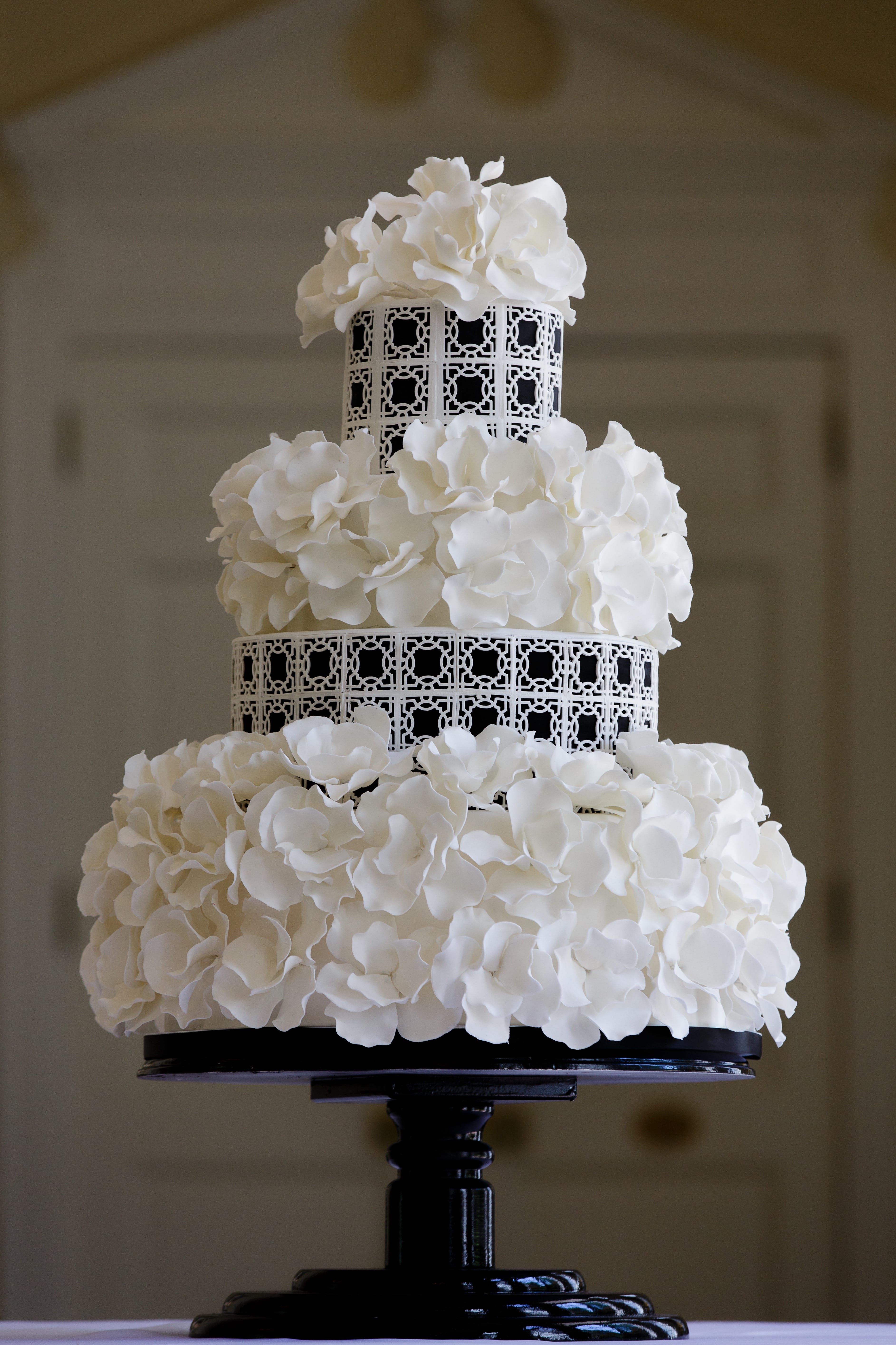 Beauty Black And White Flower Couture Wedding Cakes (View 17 of 20)