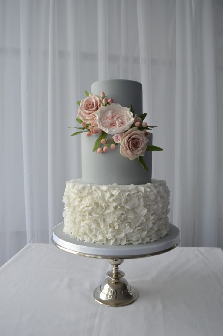 Beauty Couture Wedding Cake (View 18 of 20)