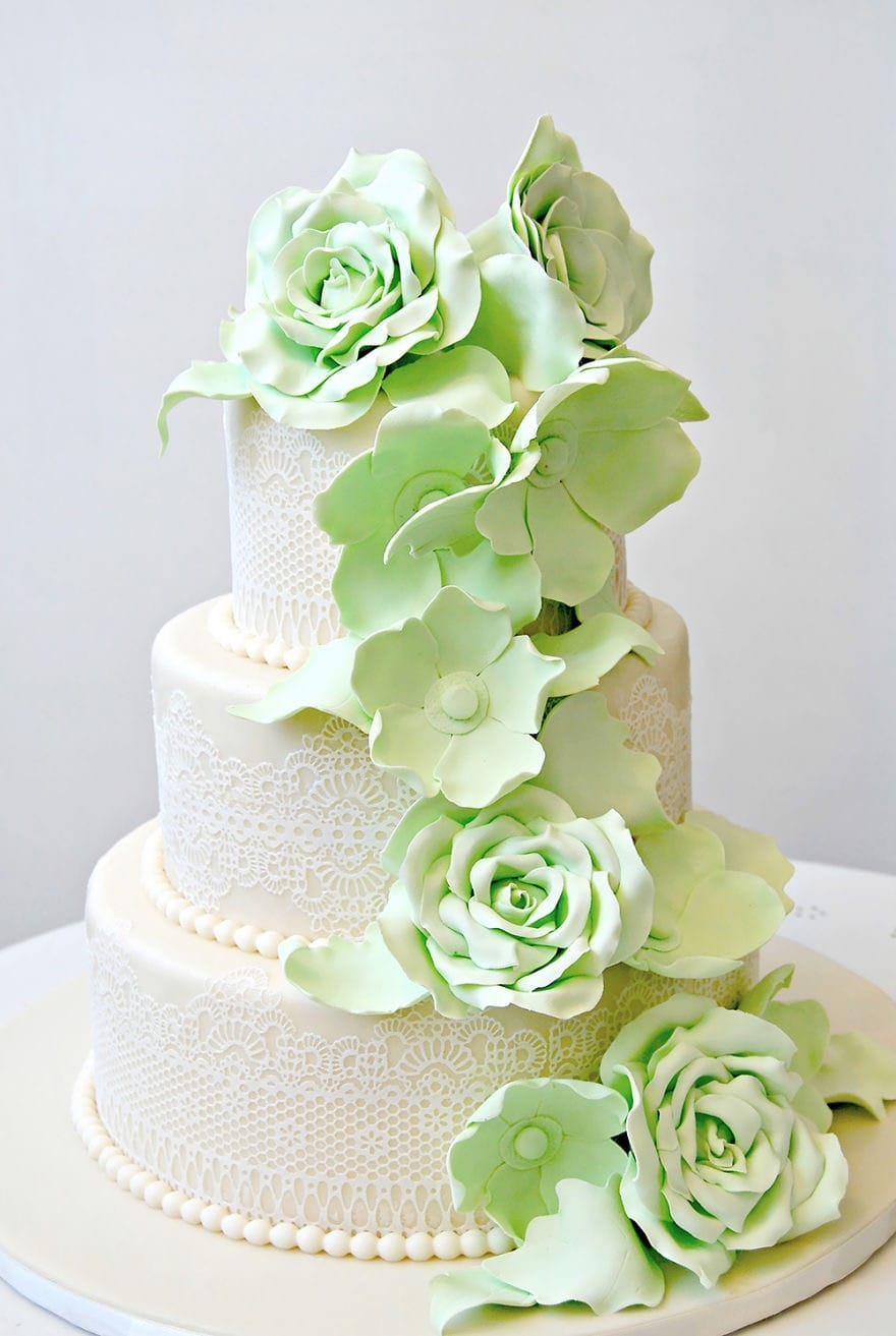 Beauty Green Rose Flower Couture Wedding Cakes (Image 3 of 20)