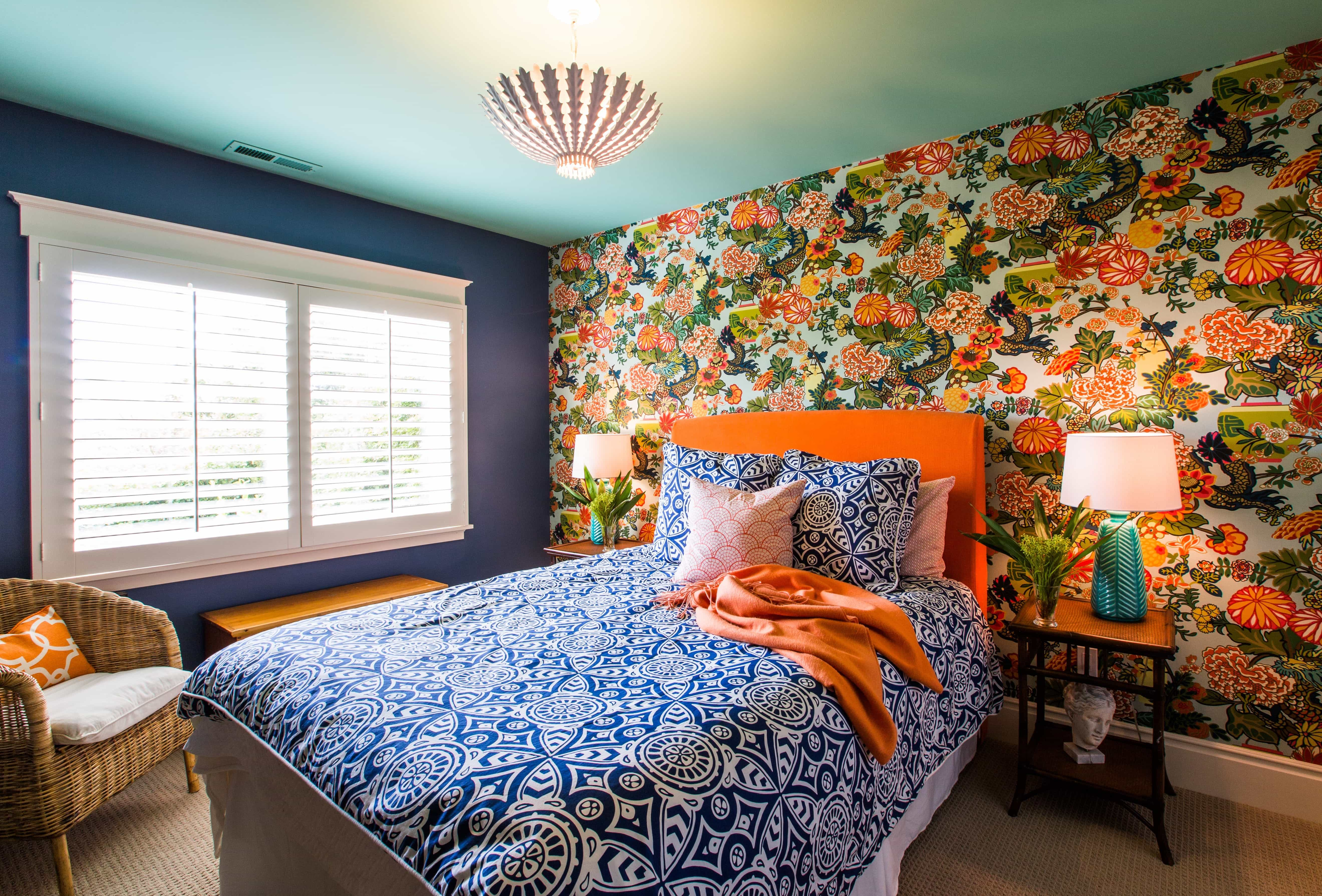 Bold Bedroom Pop Decoration With Floral Accent Wall (Image 9 of 28)