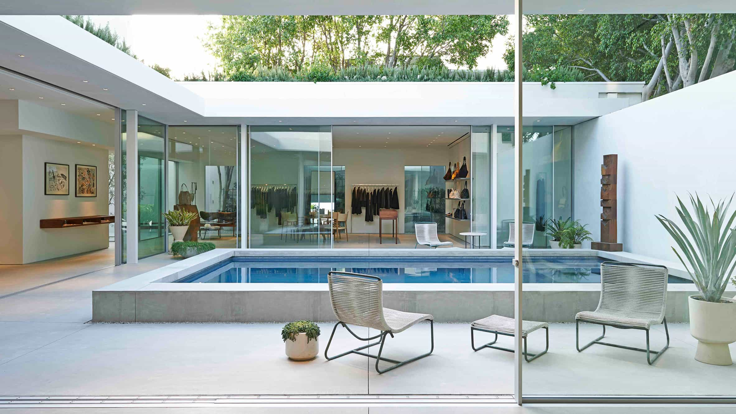 Celebrity Inspired Backyard And Swimming Pool (Image 1 of 20)