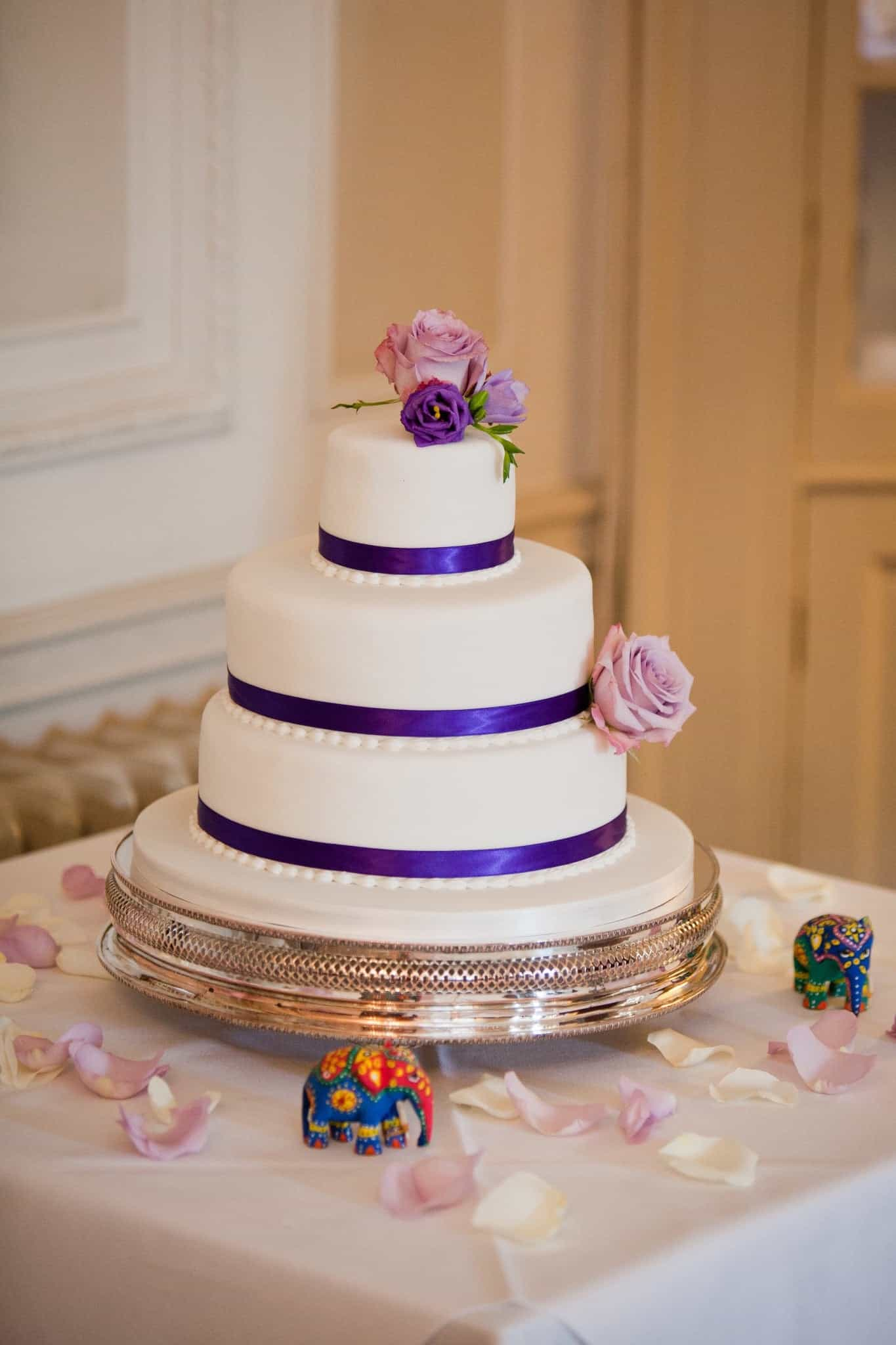 Classic Wedding Cake Enhanced With Delicate Fresh Flowers (Image 9 of 16)
