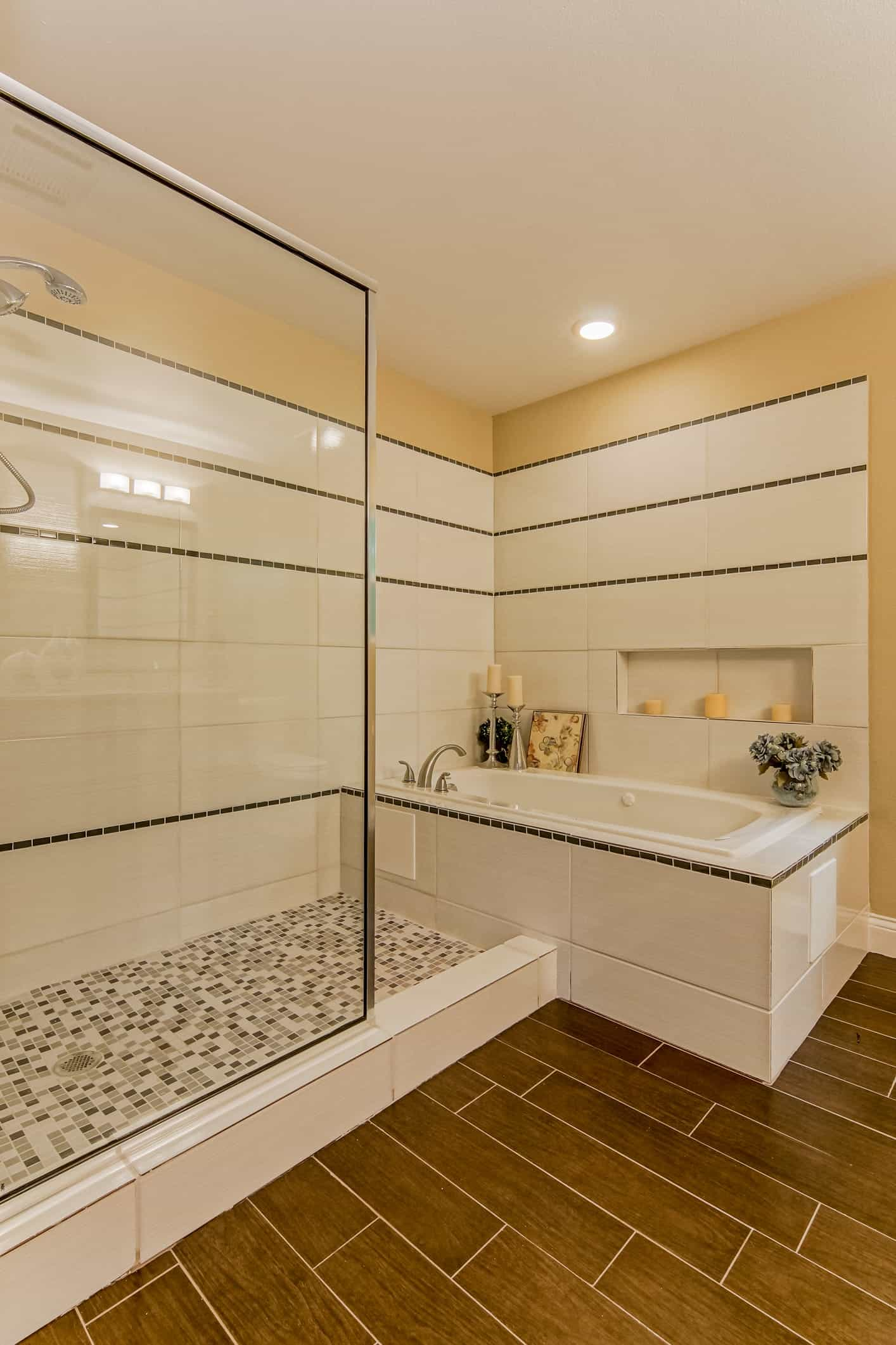 Contemporary Bathroom And Shower Combination With Glass Shower Partition (View 5 of 16)