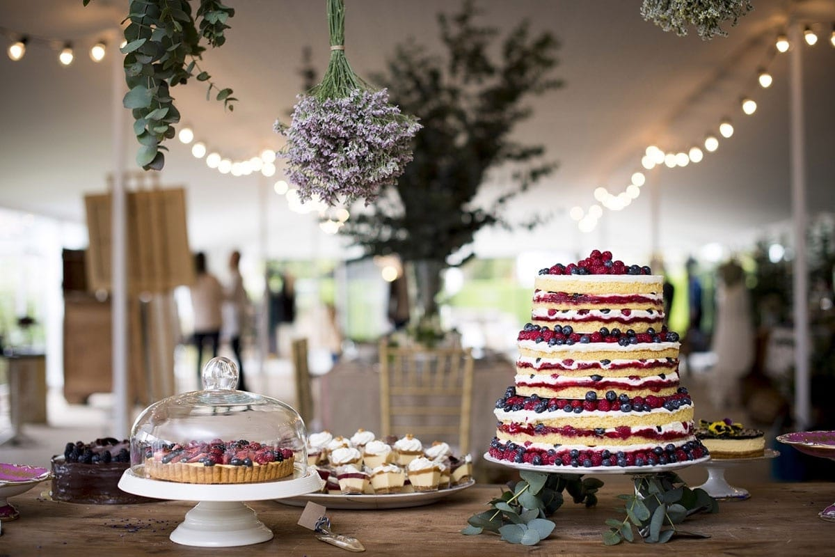 Country Wedding Cake And Centerpieces For Reception (Image 3 of 5)