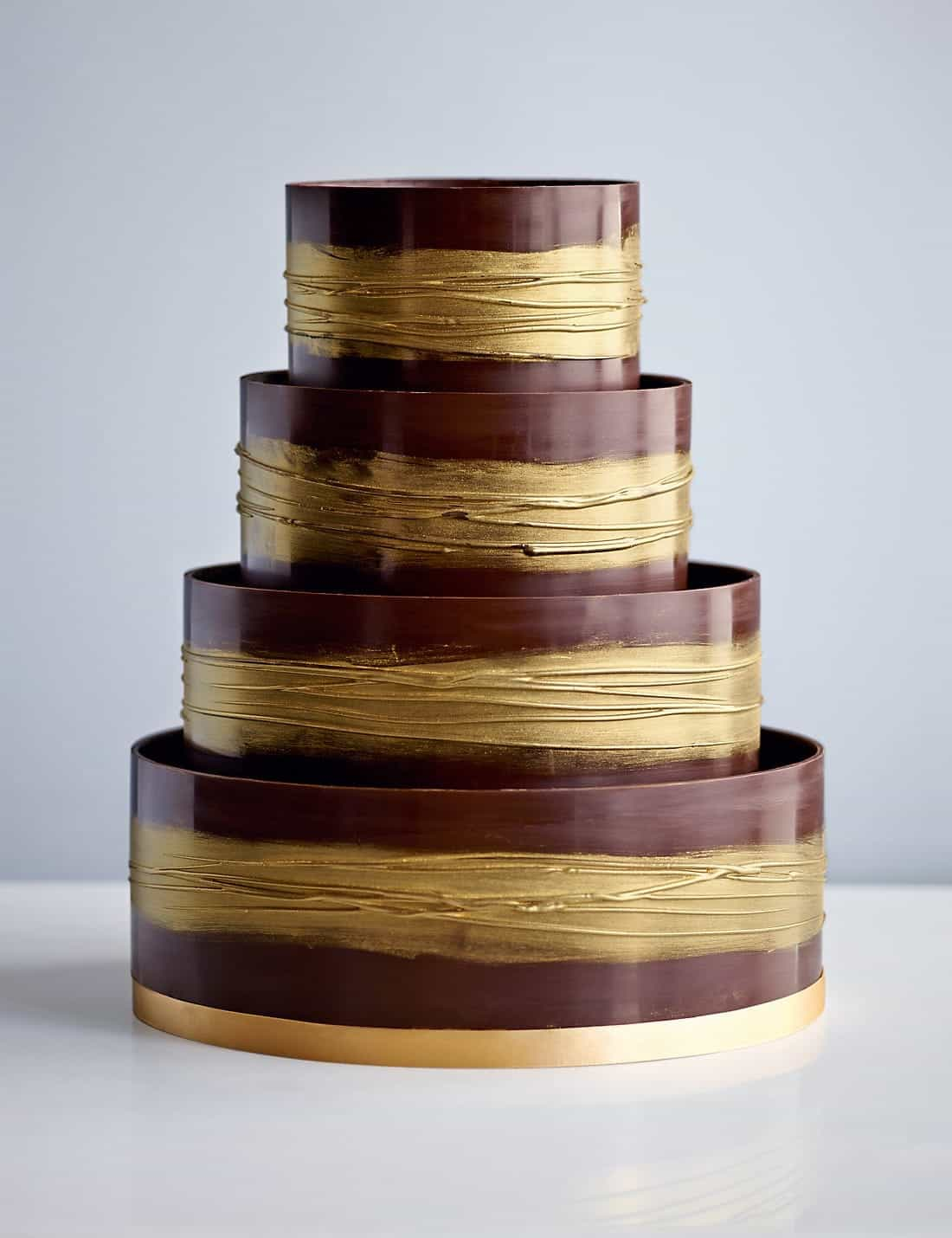 Dark And Gold Shimmering Hoop Chocolate Wedding Cake (Image 8 of 30)