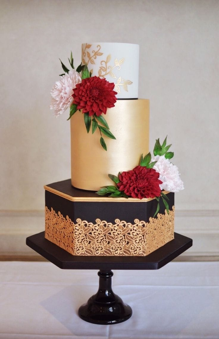 Dramatic Couture Wedding Cake With Sugar Flowers (Image 7 of 20)