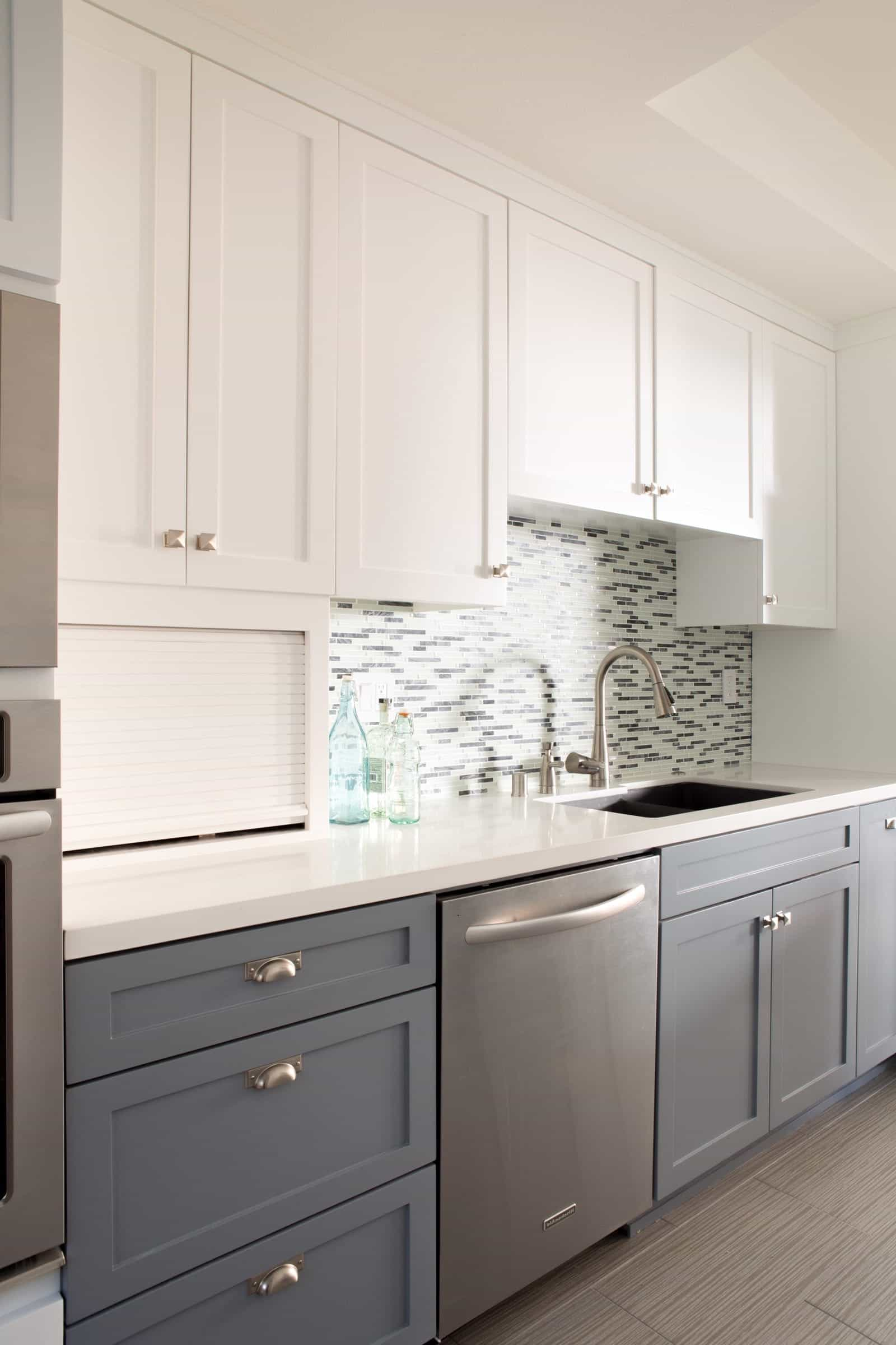 Elegance White Two Toned Kitchen Cabinets With Mosaic Tile Backsplash (View 26 of 26)