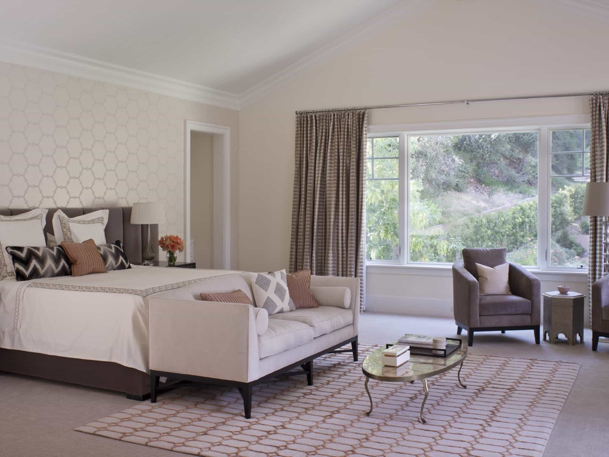 Elegant Serene Master Bedroom Decoration With Accent Wall (Image 13 of 28)