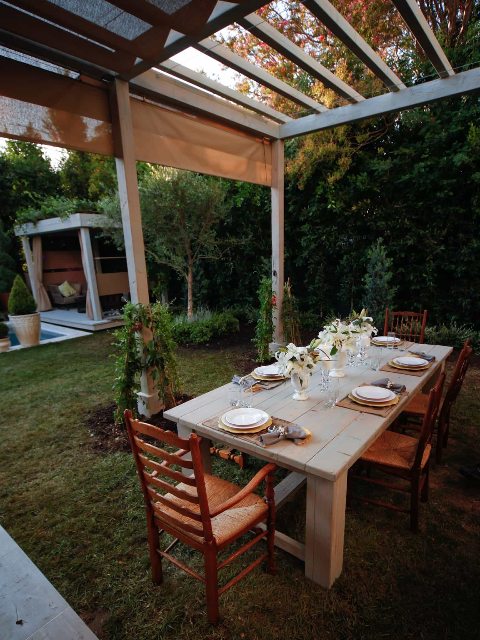 European Style Dining Table For Romantic Outdoor Dinner (Image 3 of 8)