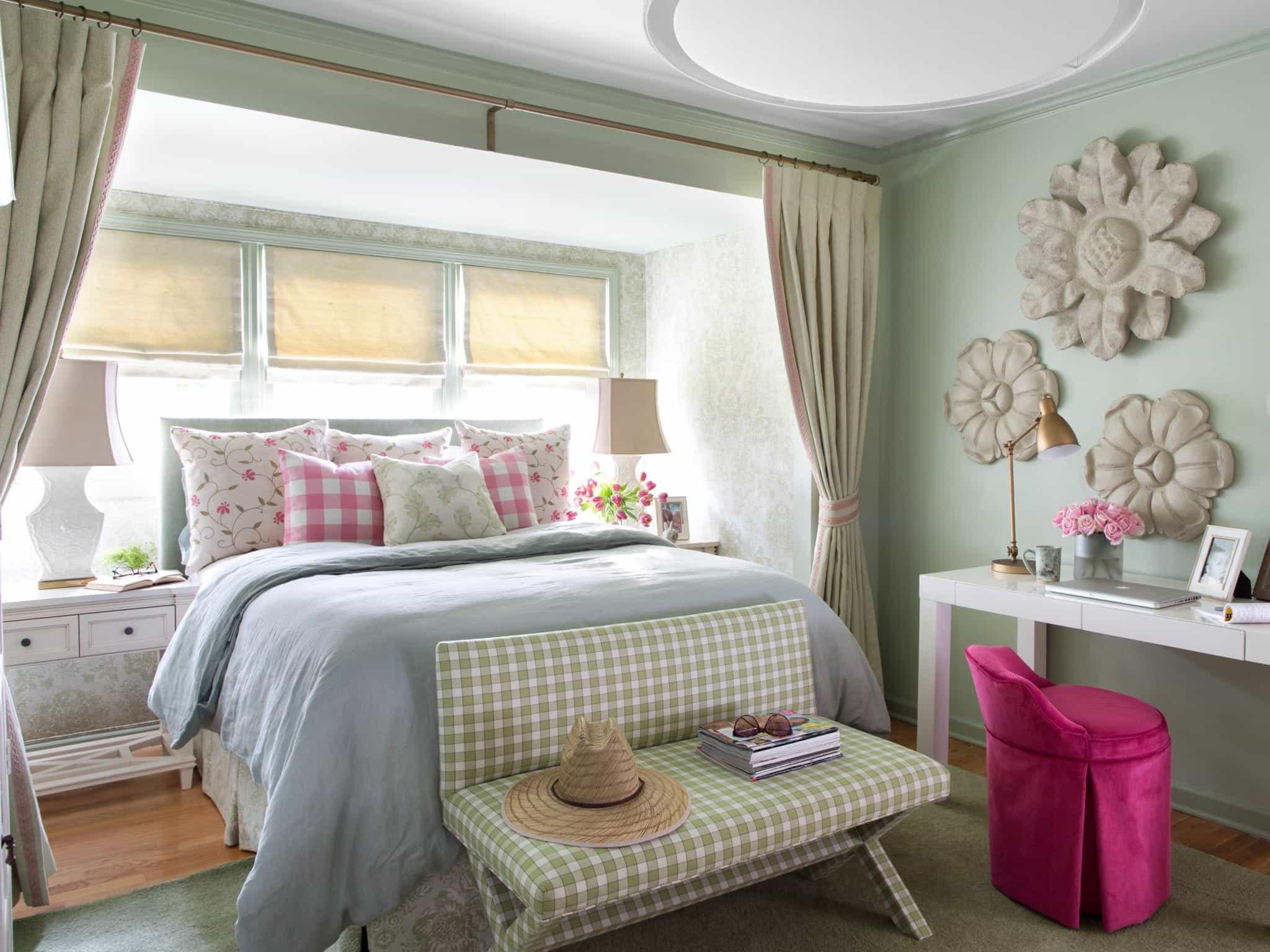 Feminine Cottage Style Bedroom  (Image 14 of 28)