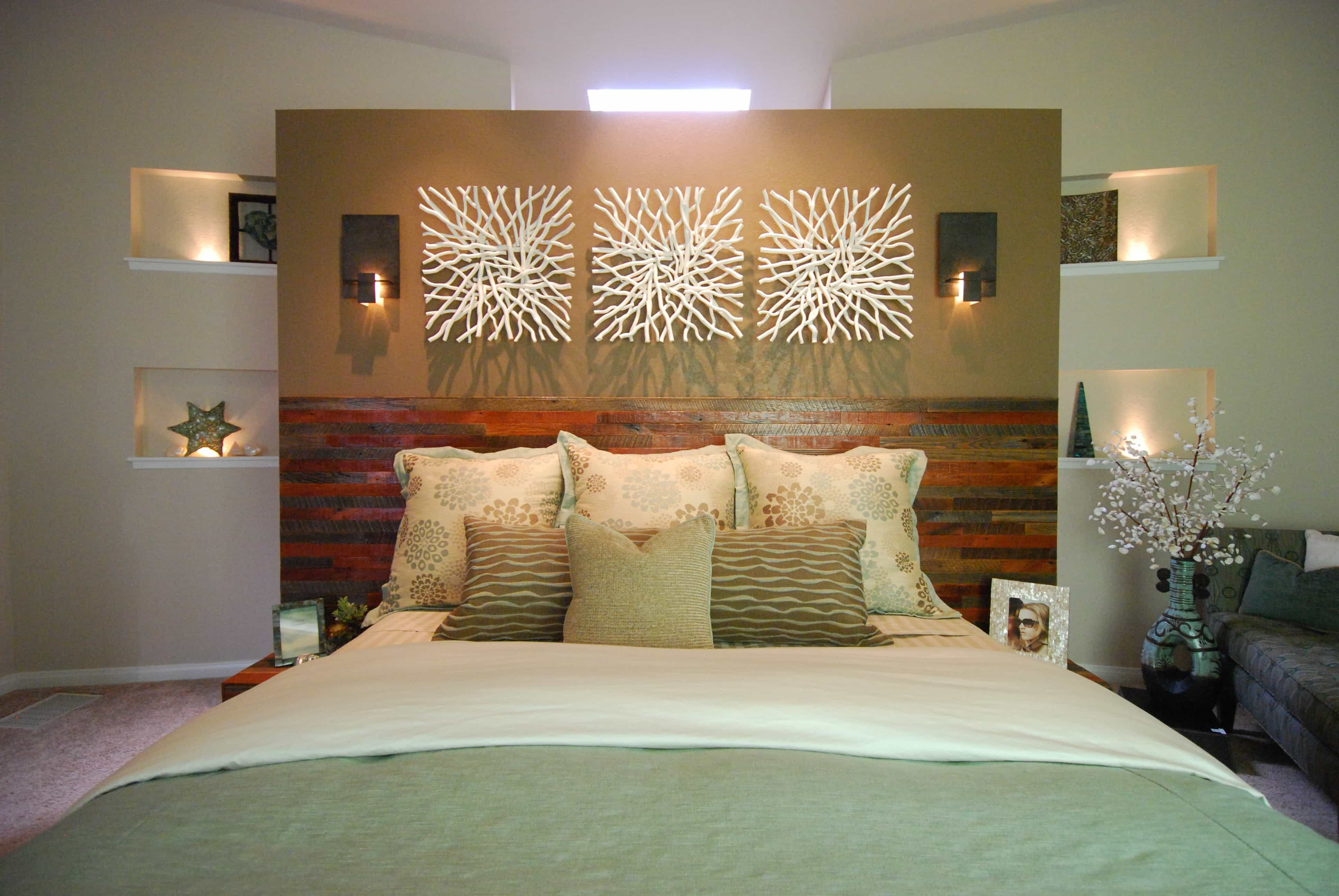 Master Bedroom With Floating Wall Decoration (Image 18 of 28)