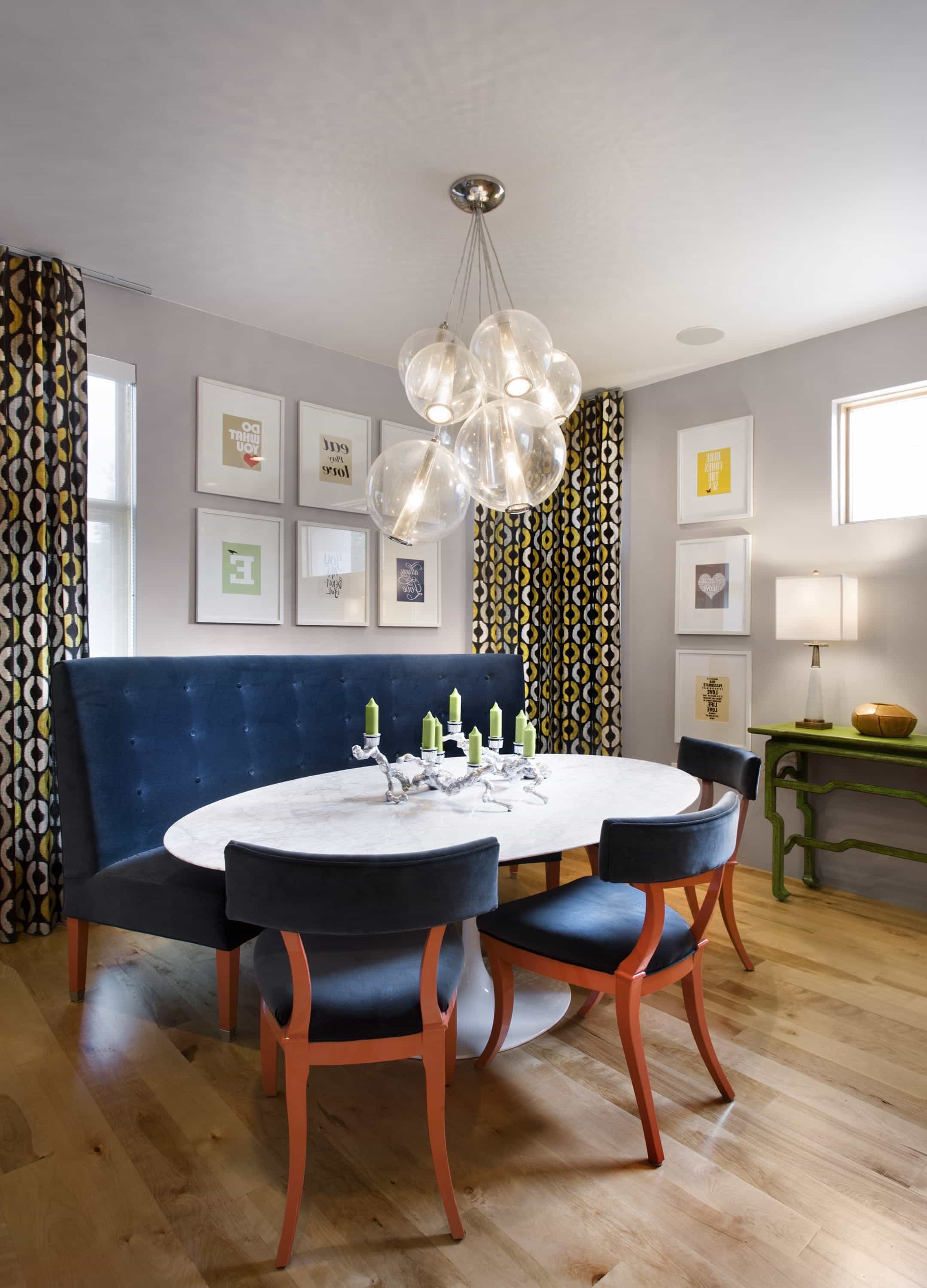 Modern Cozy Breakfast Room With Oval Table (View 9 of 25)