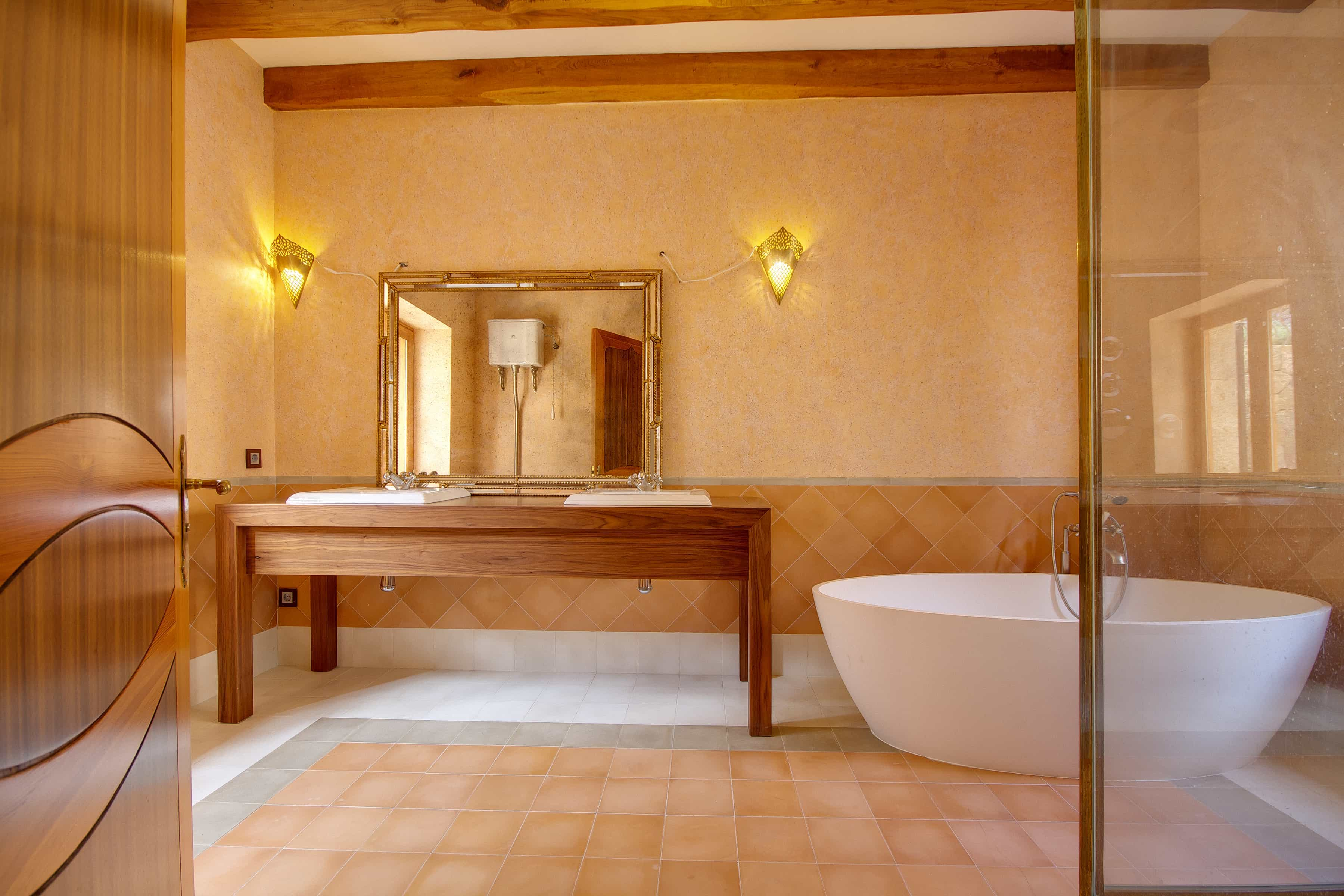 Neutral Minimalist Mexican Bathroom With Tub (Image 7 of 10)