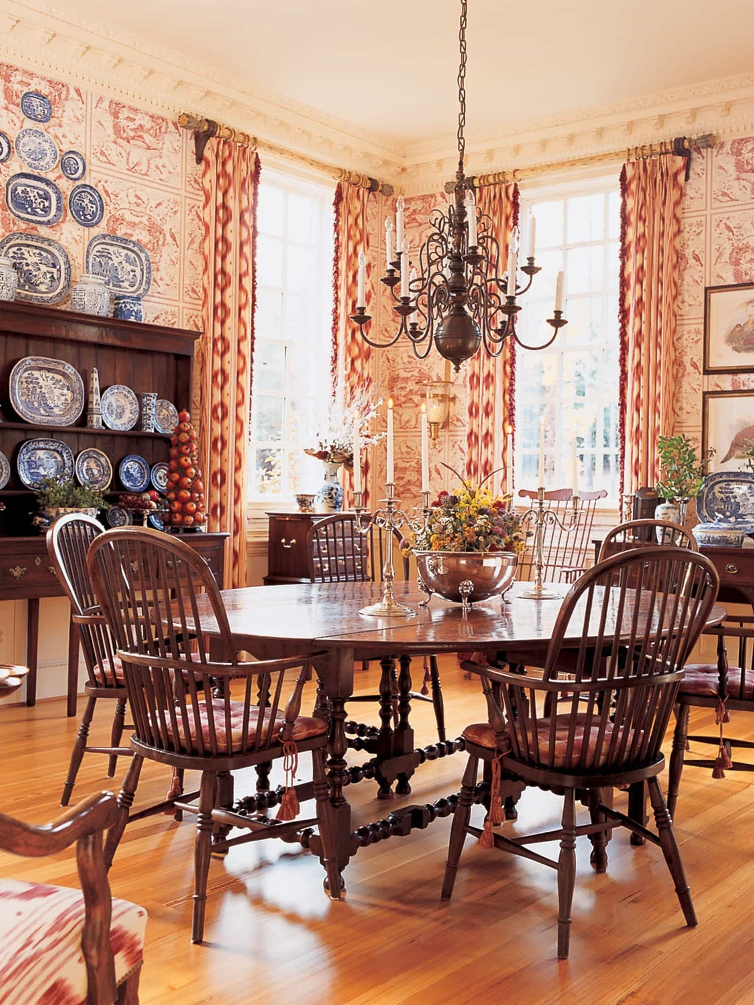Romantic Dining Room In French Country Interior Style (View 3 of 21)