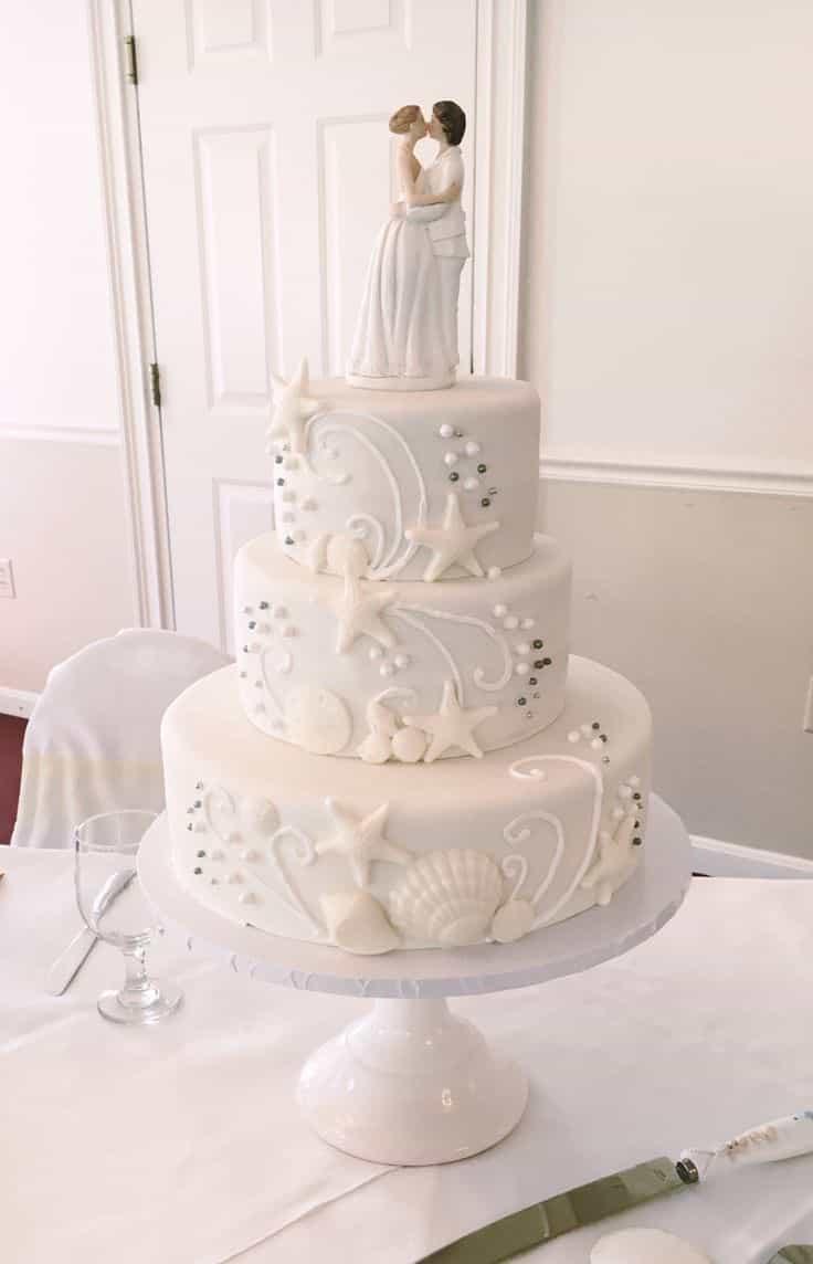Romantic White Beach Seaside Wedding Cake (Image 8 of 13)