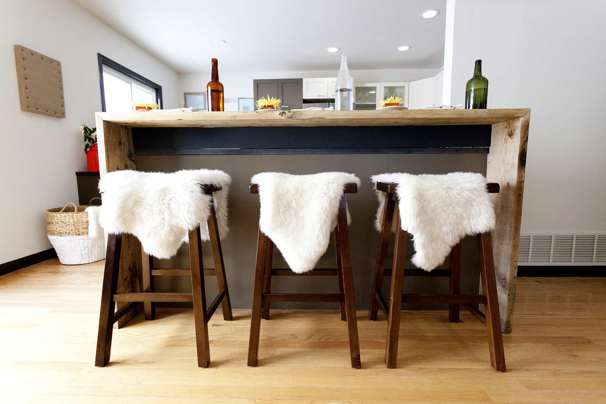 Featured Image of 15 Best Kitchen Bar Stool Ideas
