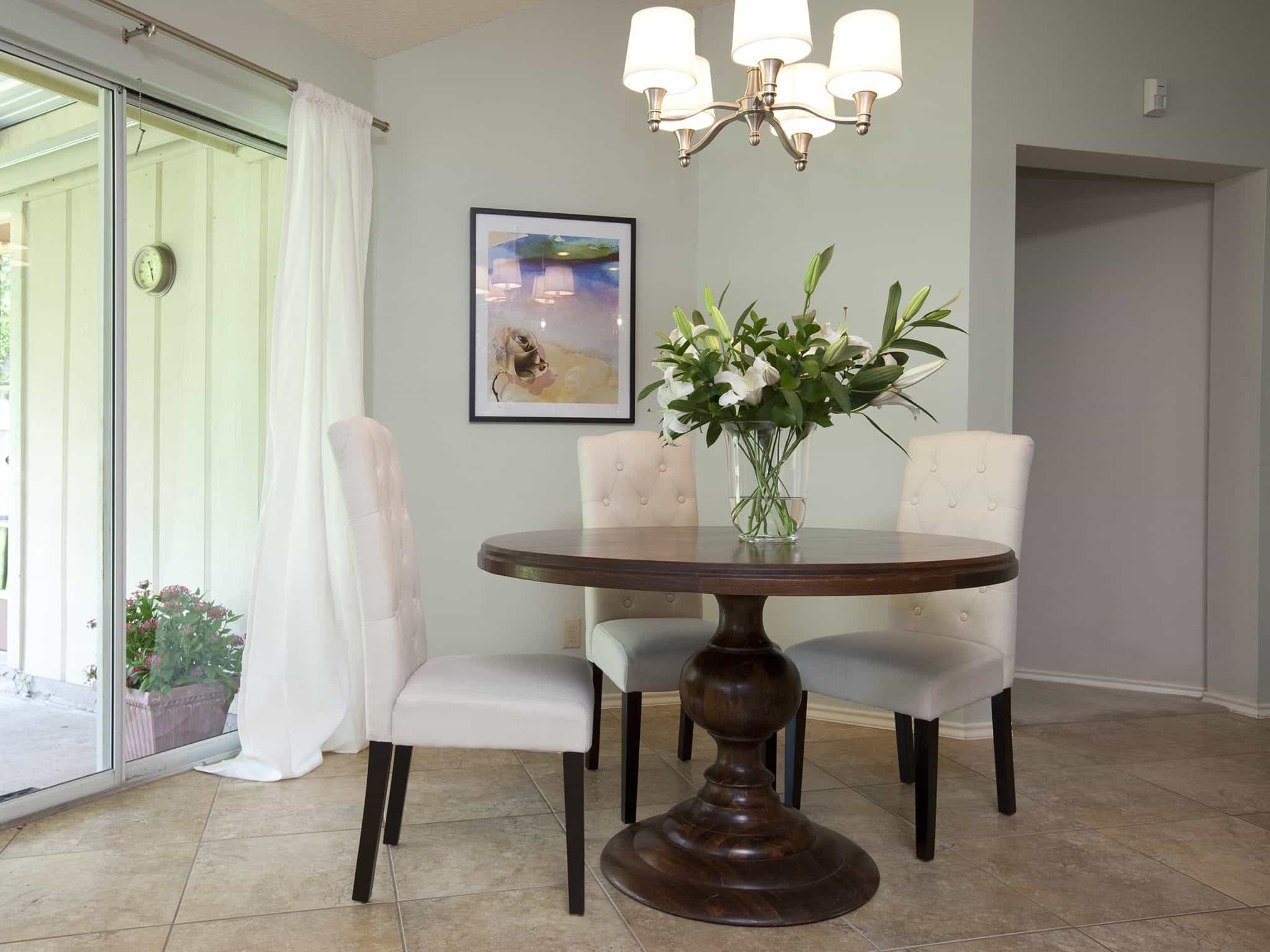 Simple Romantic Dining Room With Tufted Chairs (View 4 of 21)