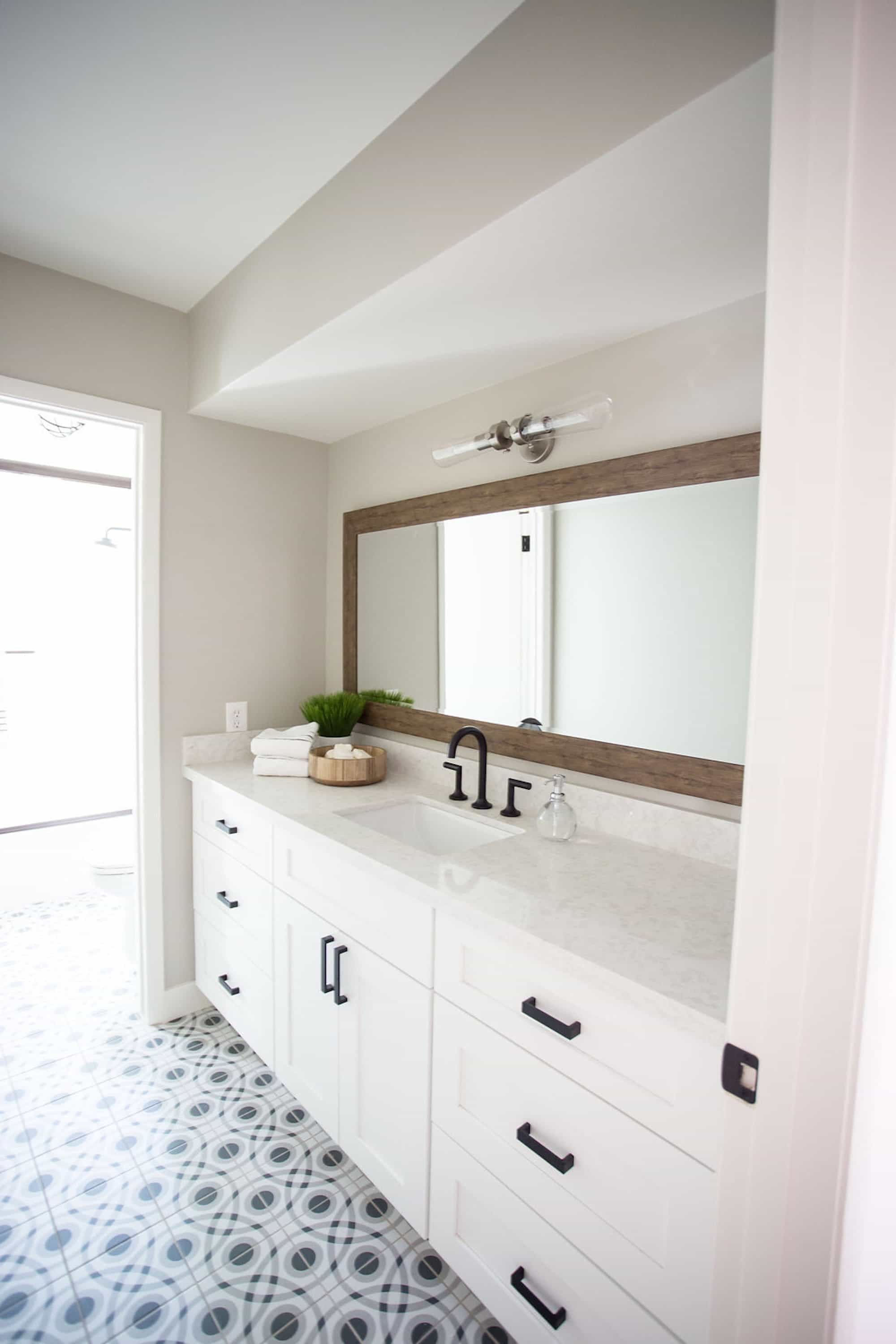 Simple, Stylish Bathroom Featuring Marble Corner Vanity Countertop (Image 21 of 24)