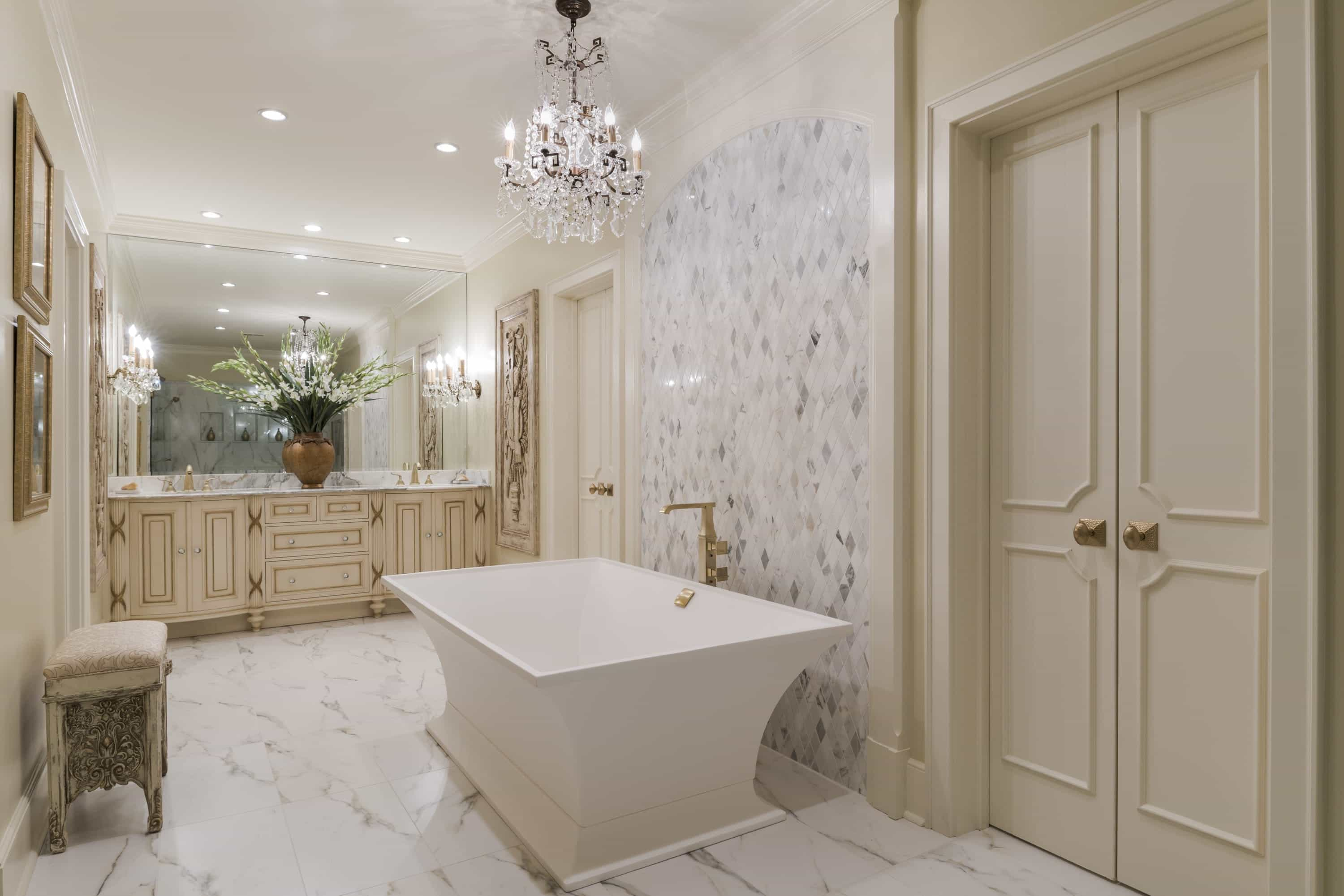 Sparkling Traditional Bathroom With Marble Floor (View 7 of 13)