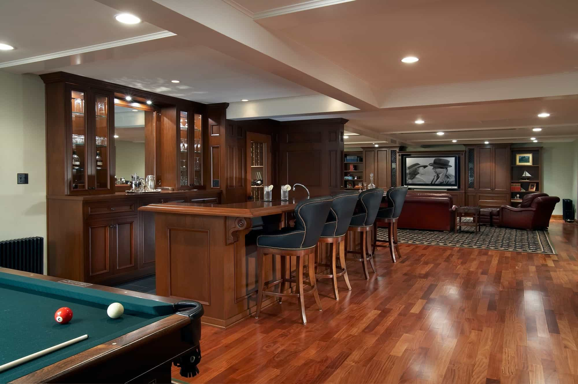 Traditional Kitchen And Wet Bar With Hardwood Floor (Image 9 of 12)