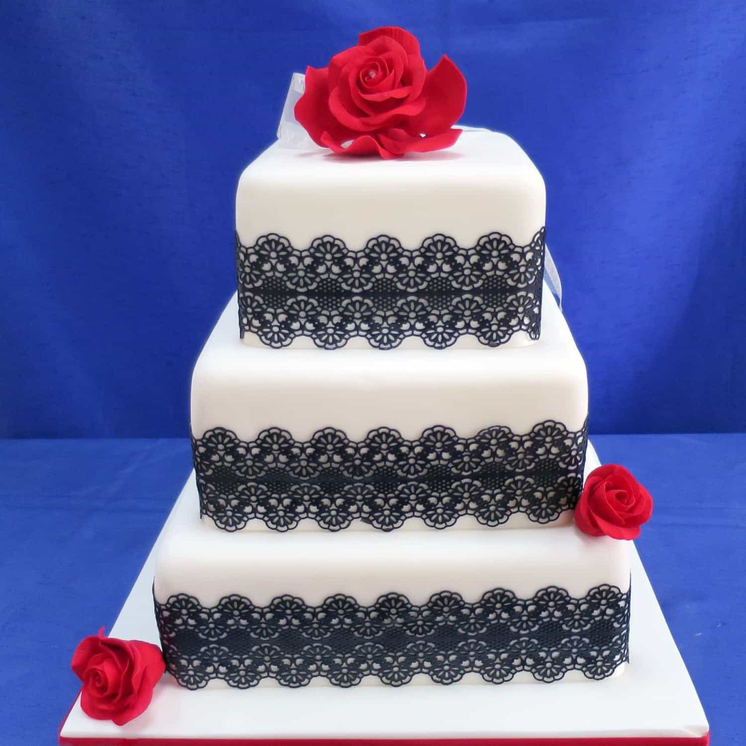 Black And White Classic Square Wedding Cake (Image 1 of 16)