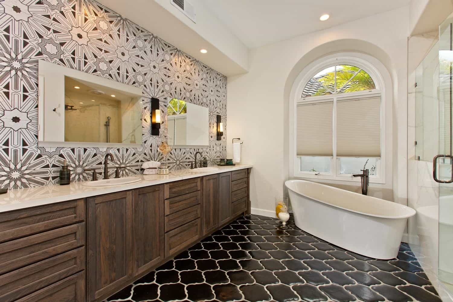 Black And White Tiled Wallpaper For Luxury Bathroom (Image 1 of 10)