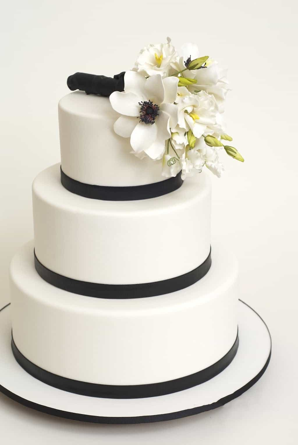Classic Black And White Wedding Cake (View 16 of 16)