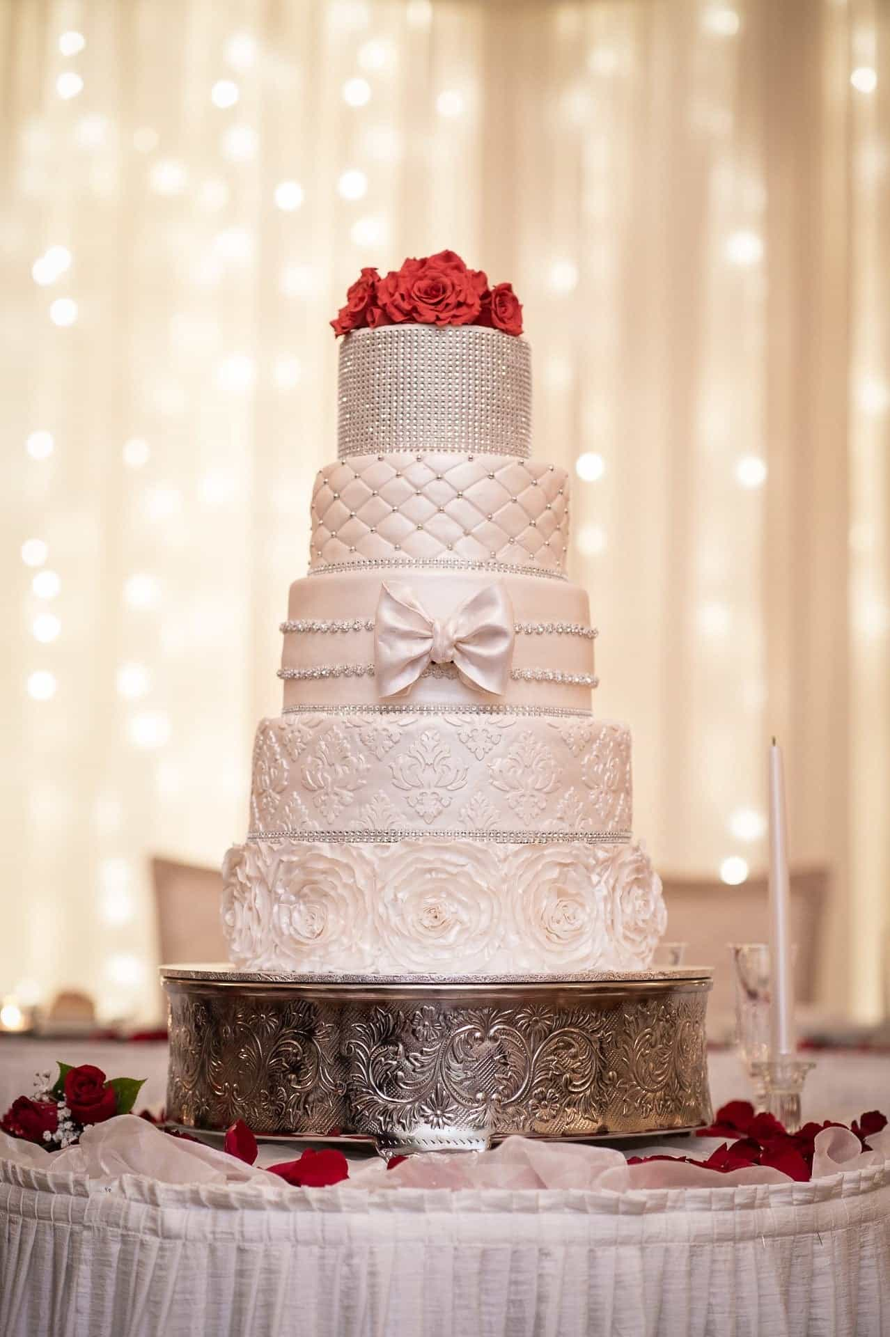 Classic Luxury Four Tiers Wedding Cake (Image 7 of 16)