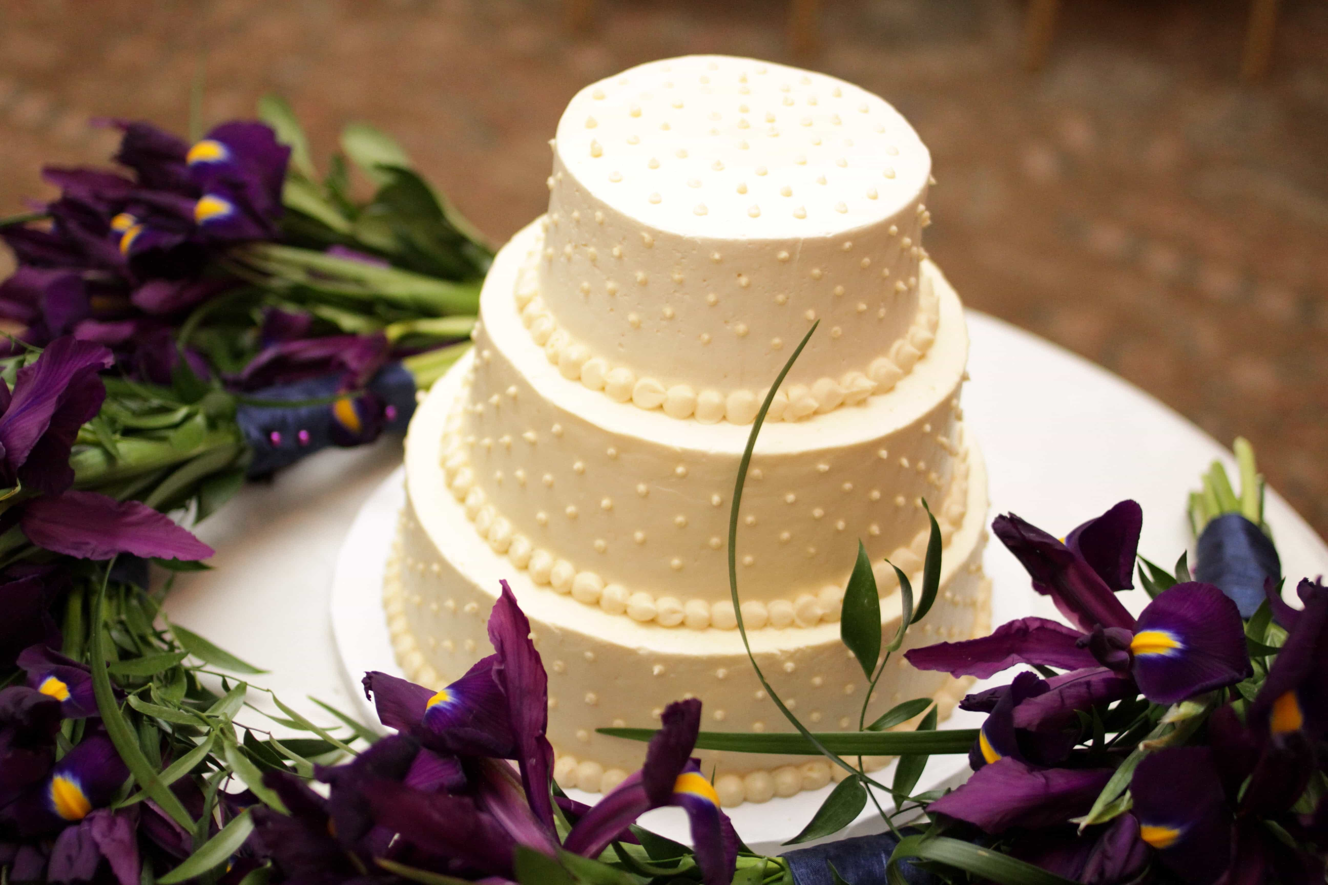 Classic Wedding Cake Centerpieces (Image 8 of 16)