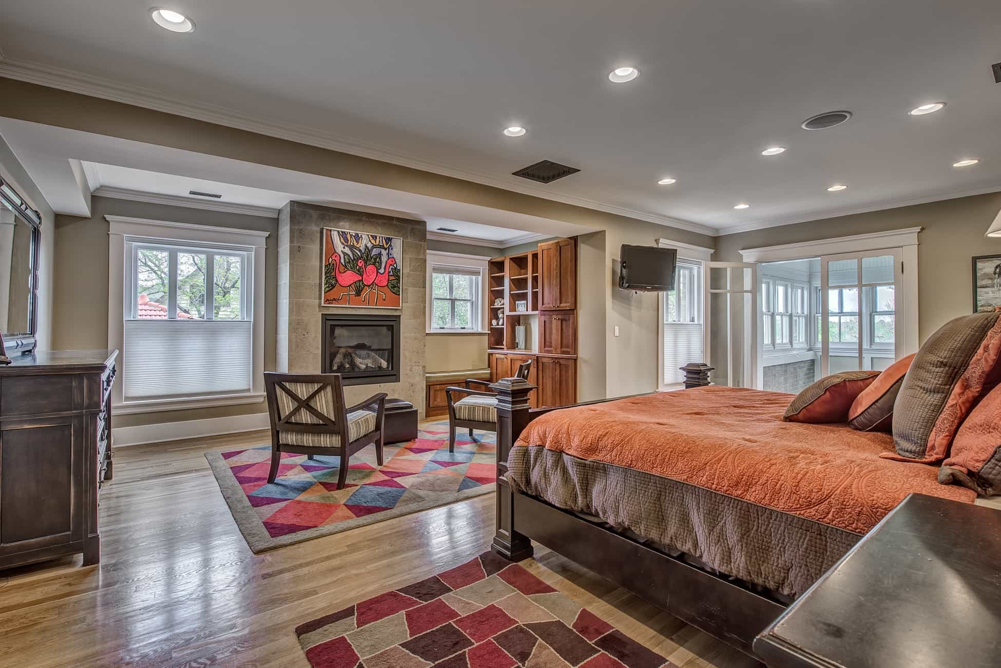 Colorful Geometric Rug For Traditional Bedroom Interior (View 18 of 28)