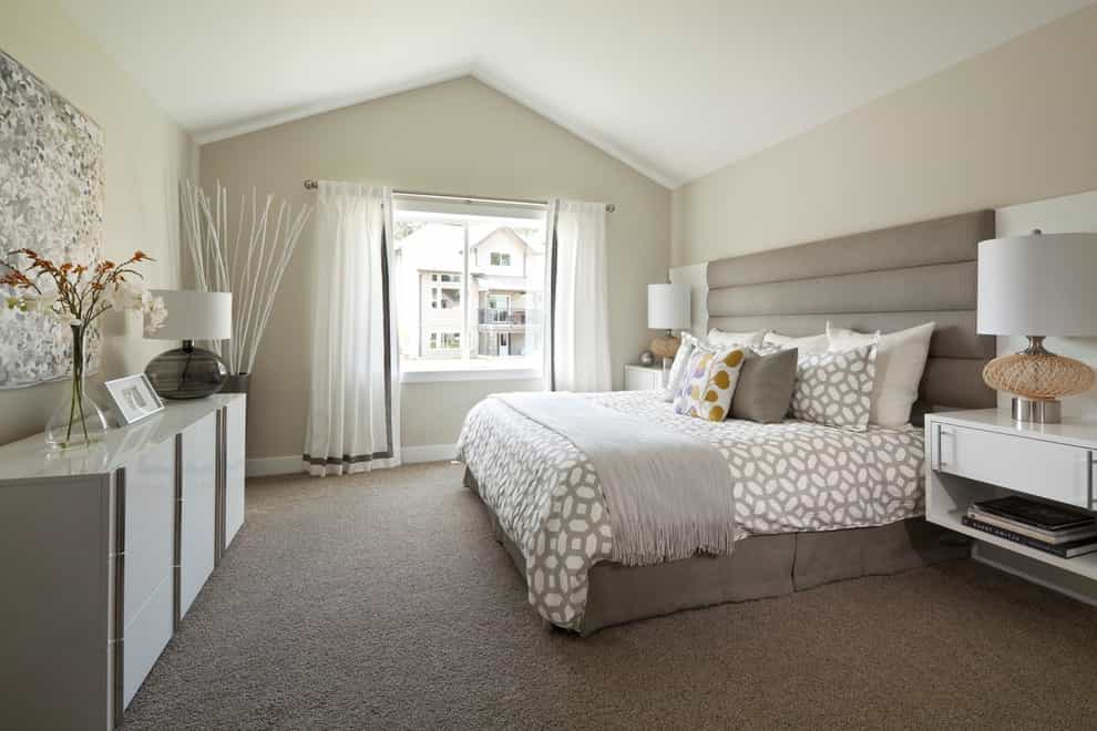 Comfortable Carpet Flooring For Transitional Master Bedroom (Image 7 of 18)