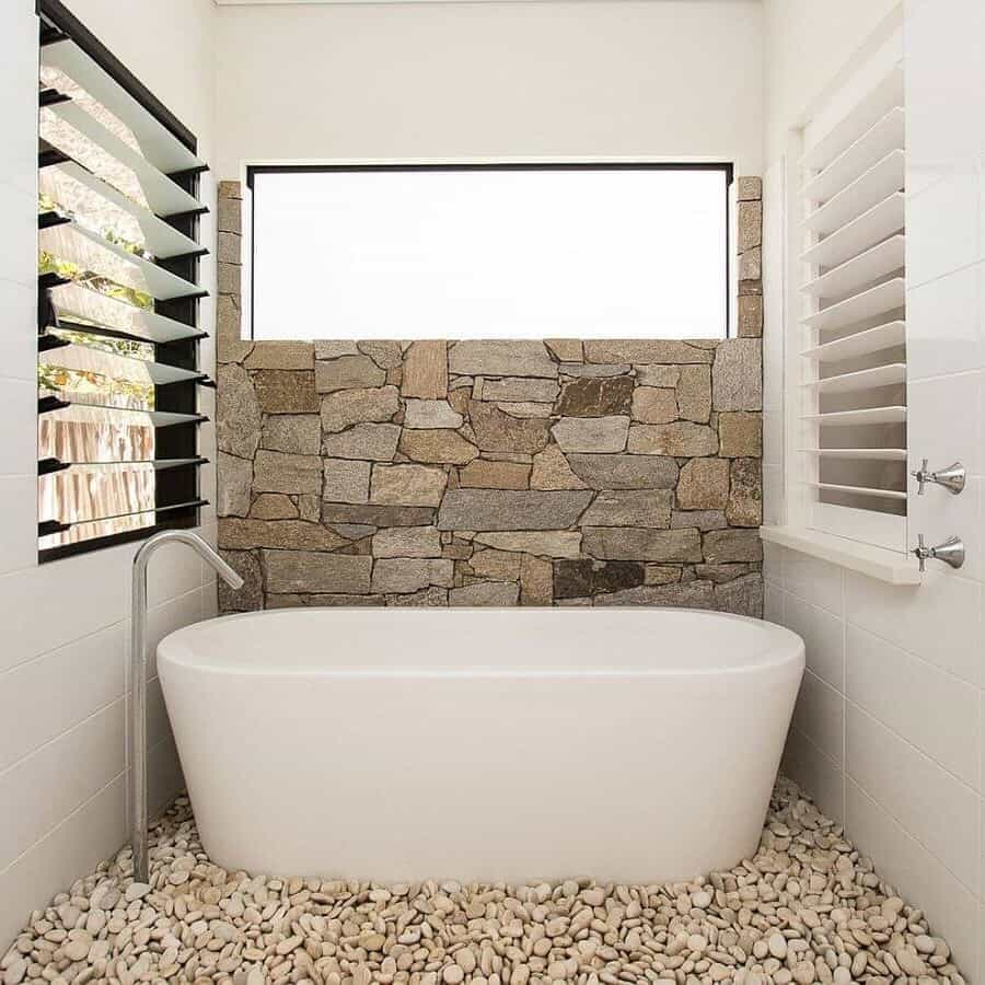 Cozy Small Modern Bathroom Remodel For Apartment (Image 3 of 14)