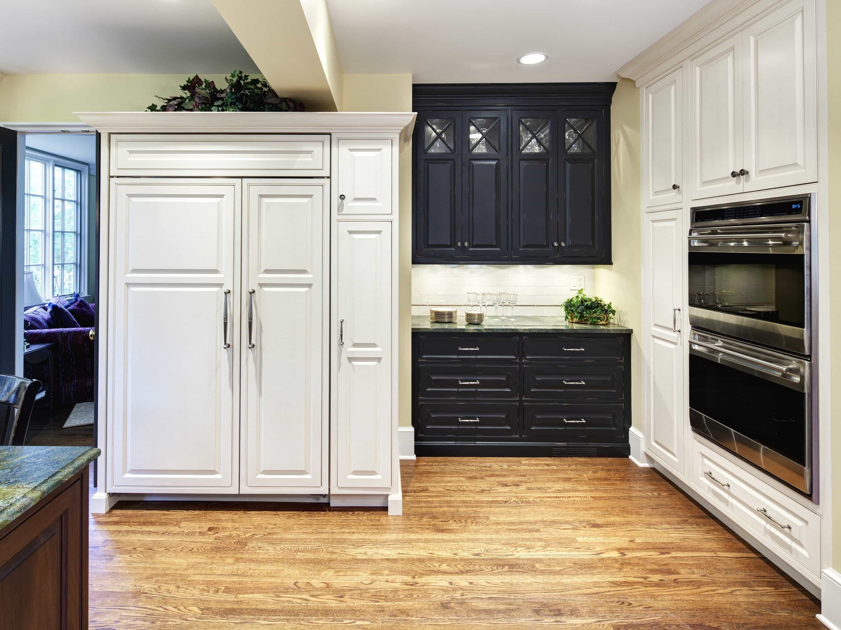 Dark Walnut Shaker Cabinets Crown Moulding For Classic Kitchen (Image 1 of 7)