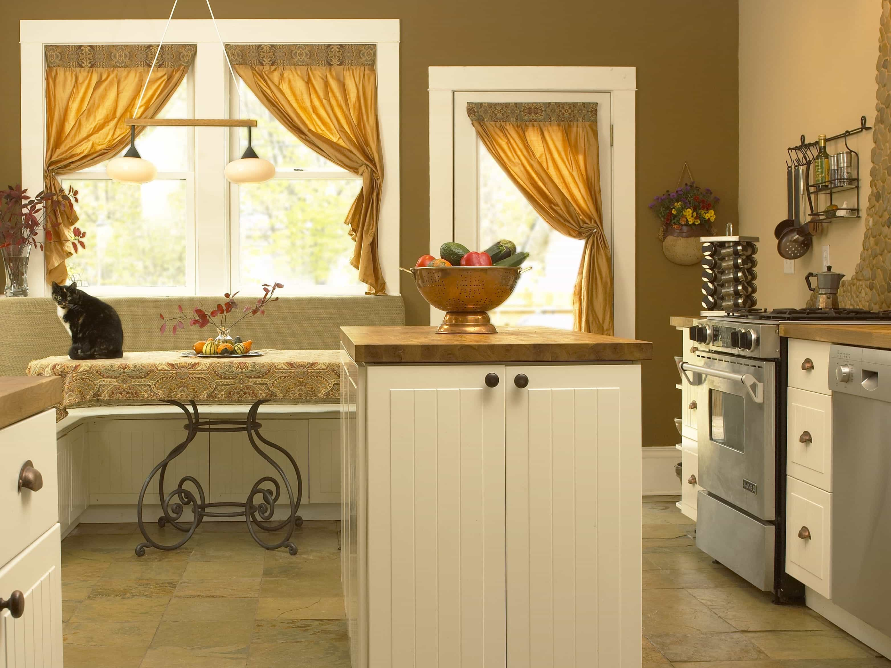 Elegant Bay Window Curtain For Traditional Kitchen Interior (Image 2 of 11)