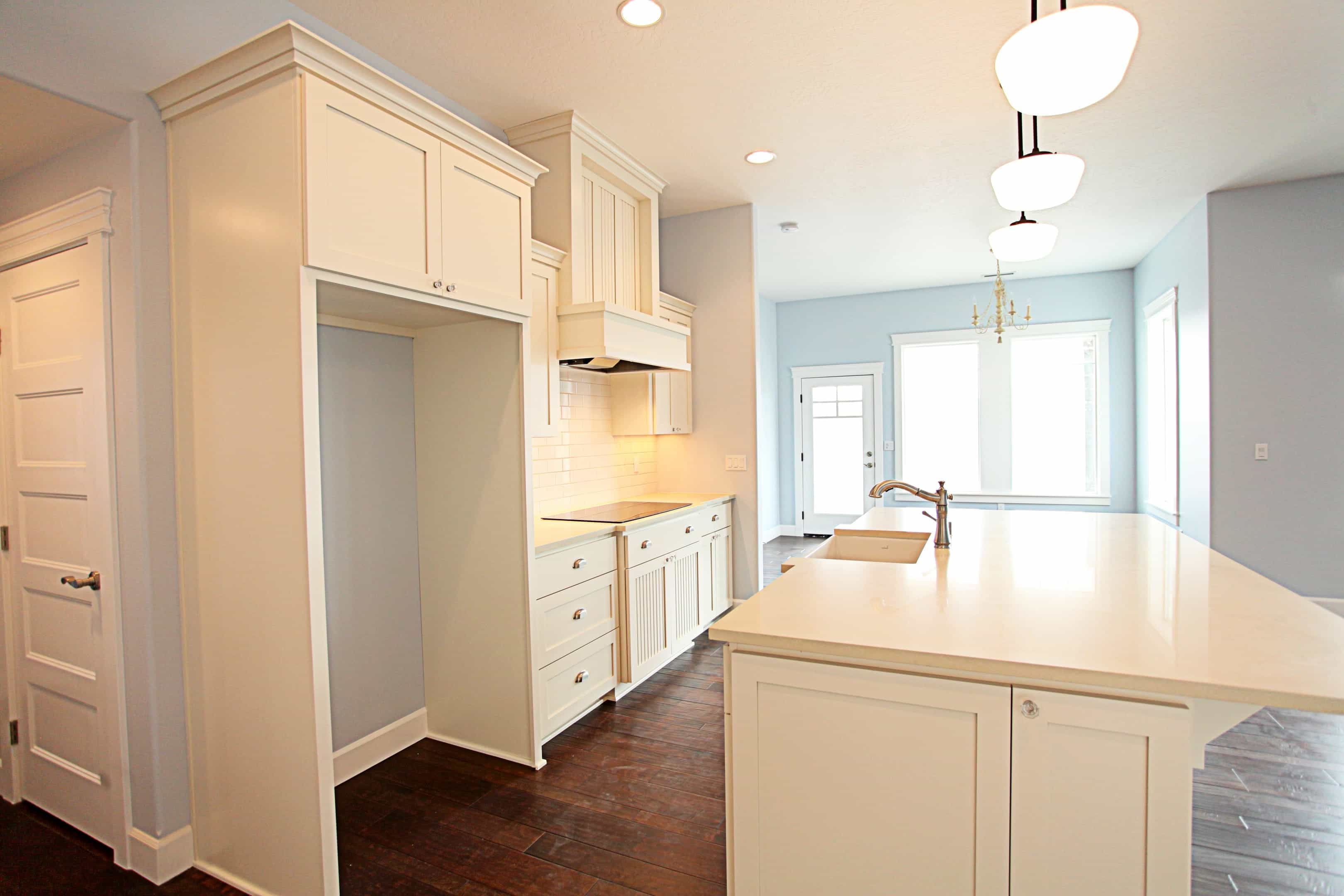 Shaker Cabinets With Crown Molding