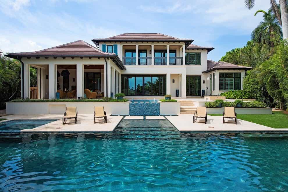 Large Transitional Backyard Custom Shaped Infinity Pool Design (Image 14 of 25)