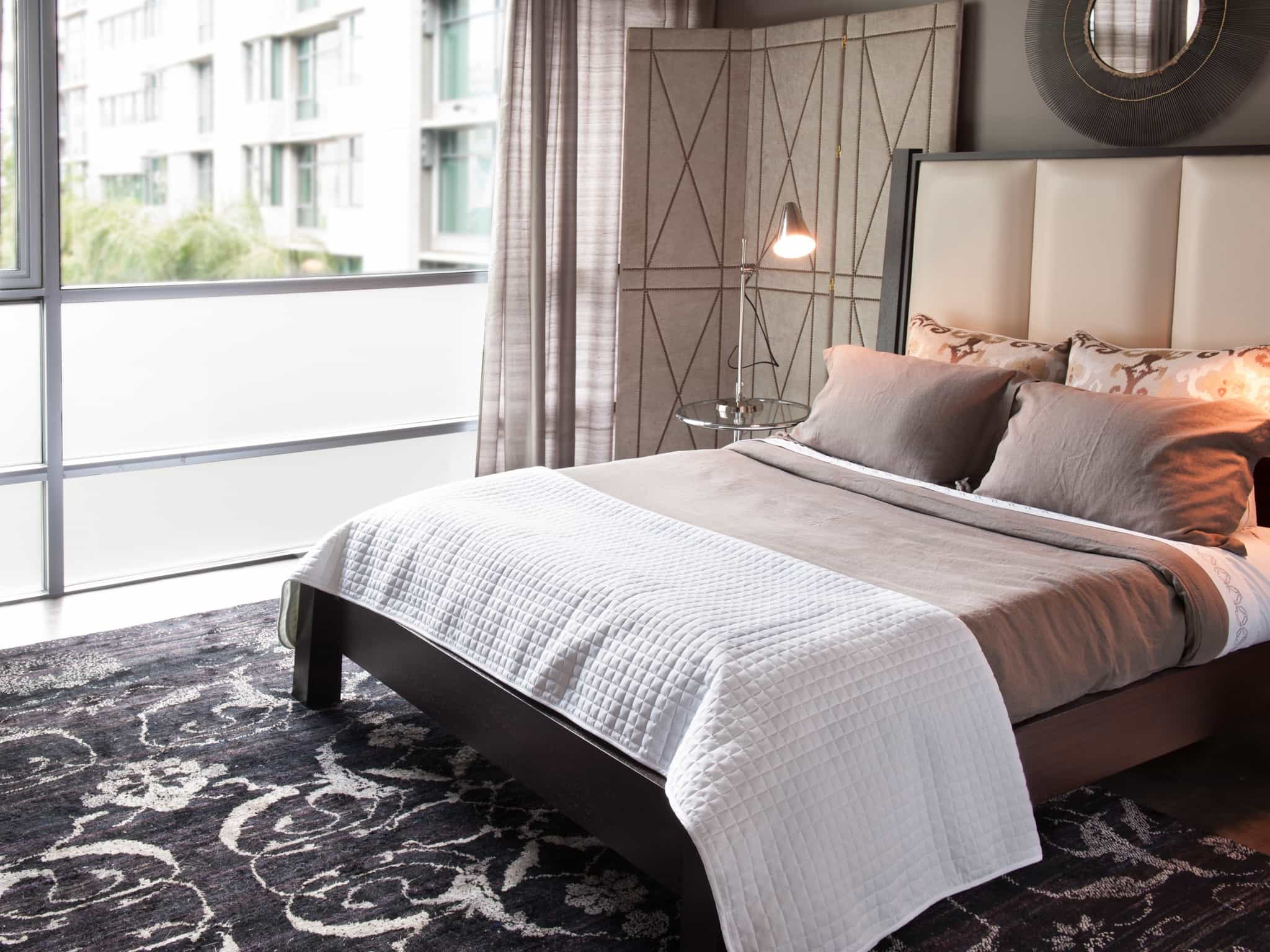 Modern Apartment Bedroom Rugs Decor (View 15 of 28)