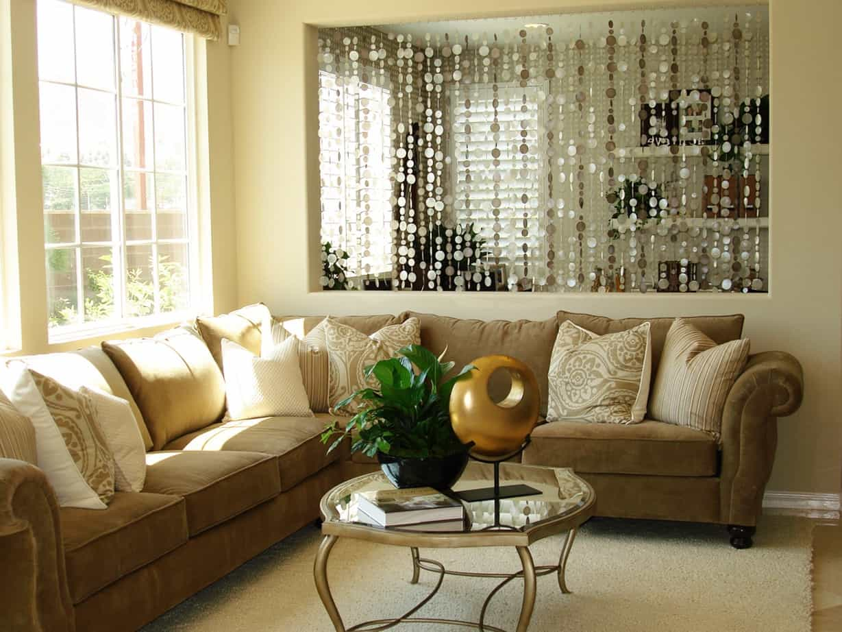 Traditional Living Room Interior With Beauty Beads Curtains For Divider (View 14 of 23)