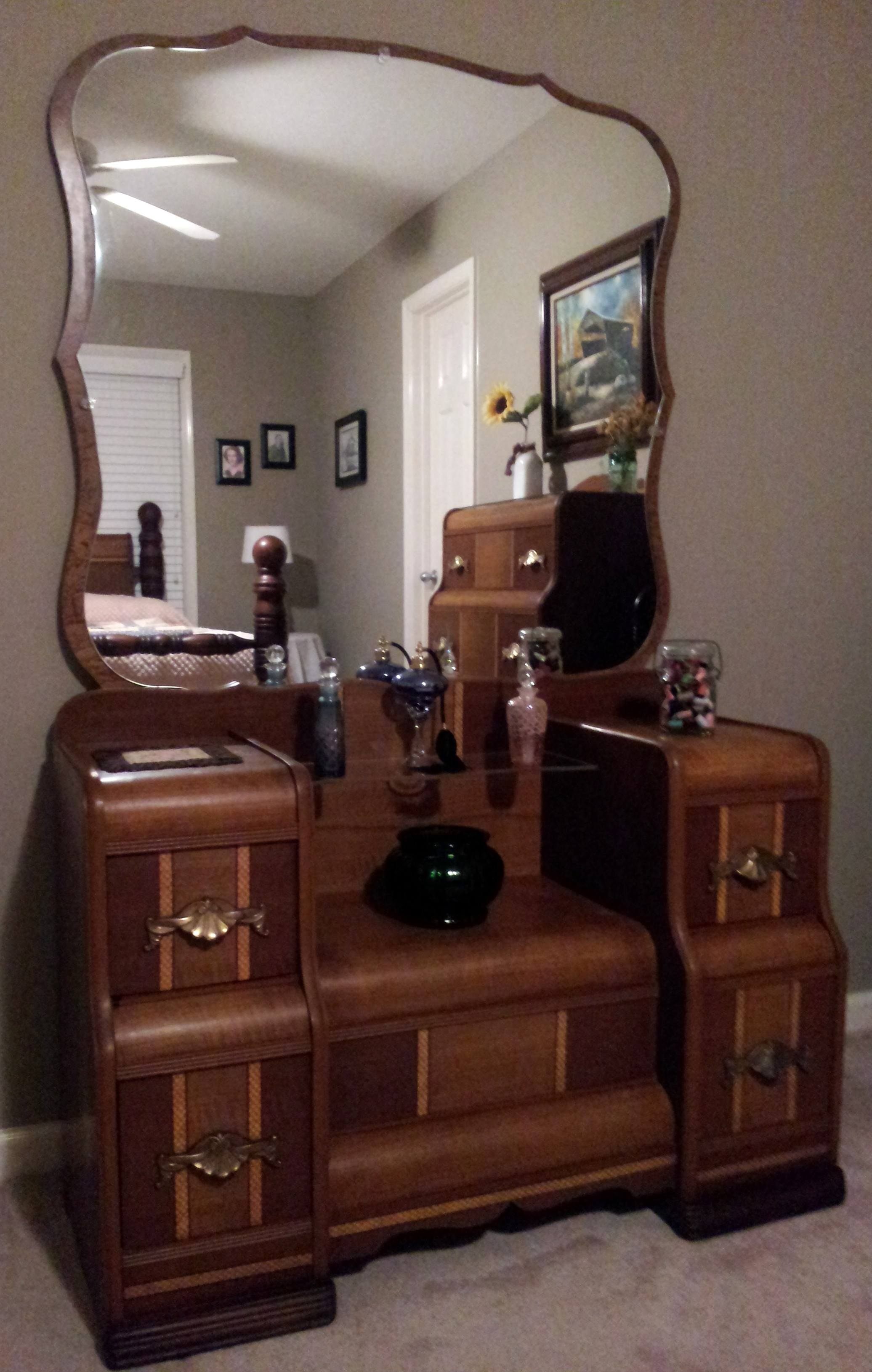 1930s Waterfall Vanity Antiques And Beautiful Things In Art Deco Mirrored Dressing Table (Image 2 of 15)